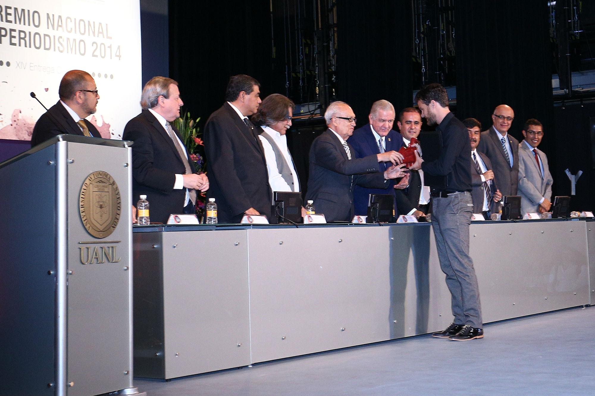 Crónica, recibe el premio Hugo Roca Jolgar