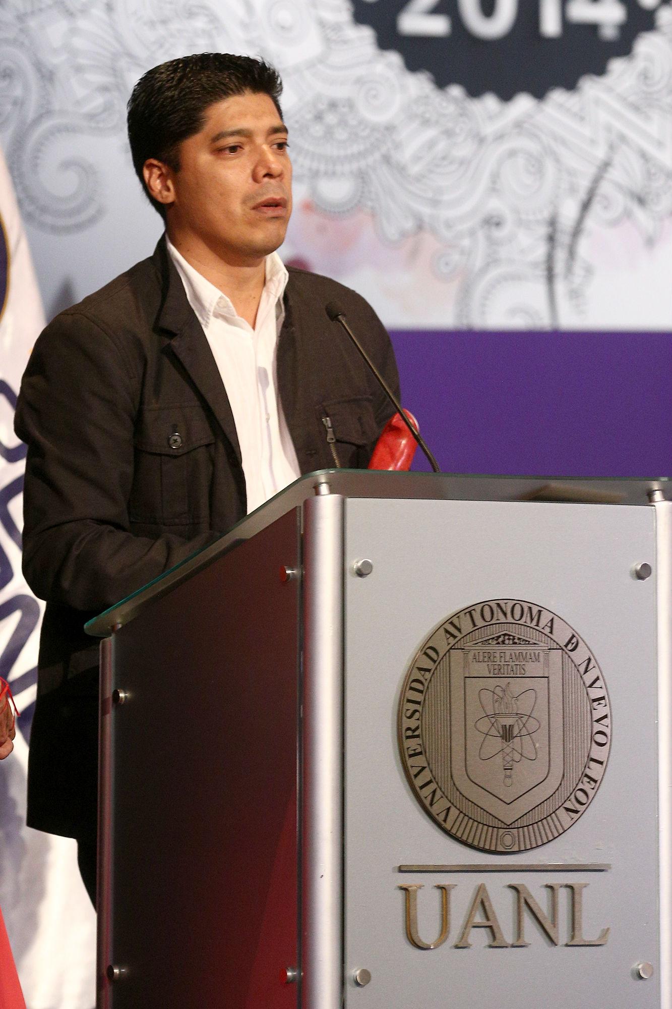 Darío Castillejos Lázcares recibe el premio en la categoría de Caricatura/Humor