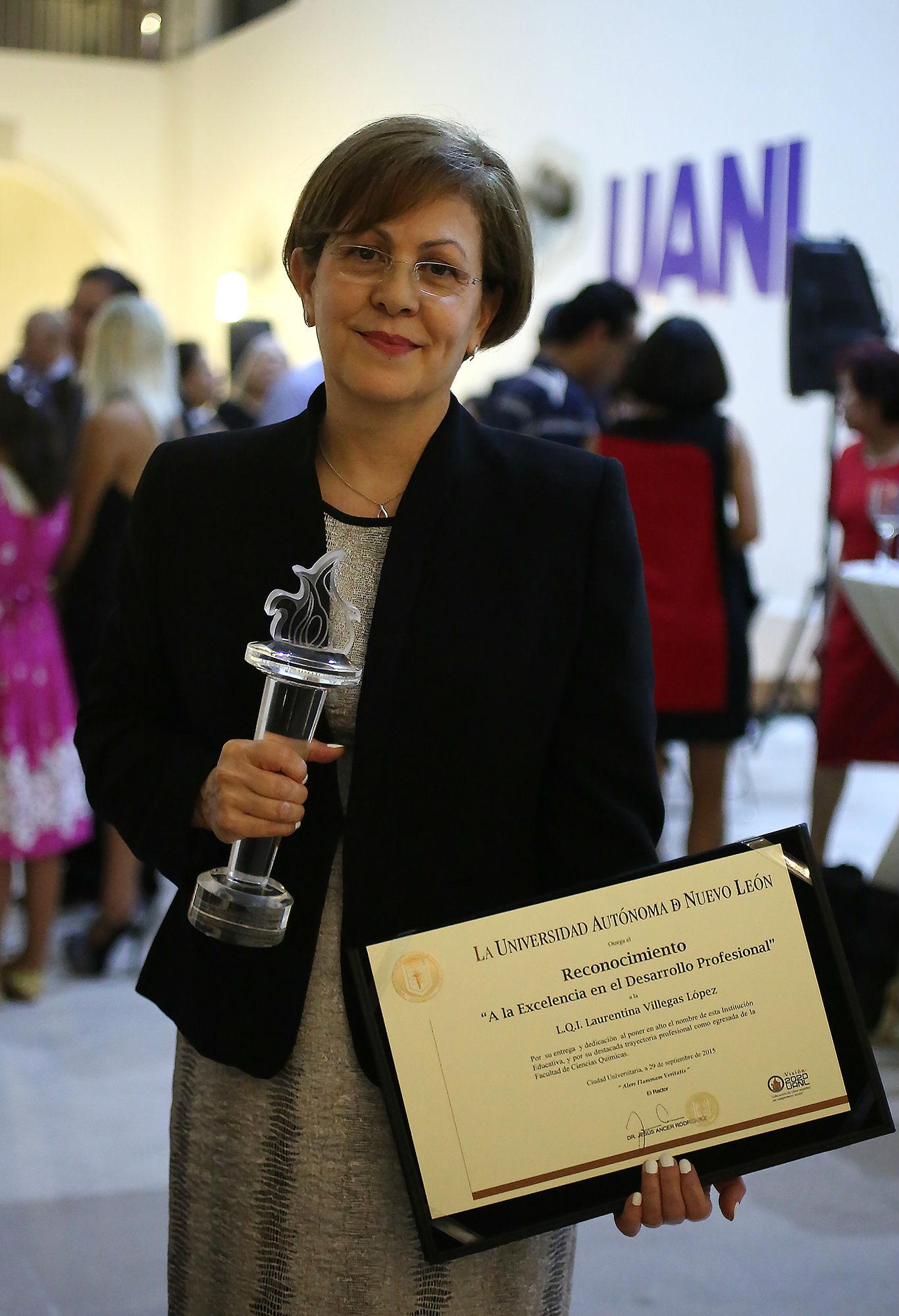Egresada de la Facultad de Ciencias Químicas, Laurentina Villegas López