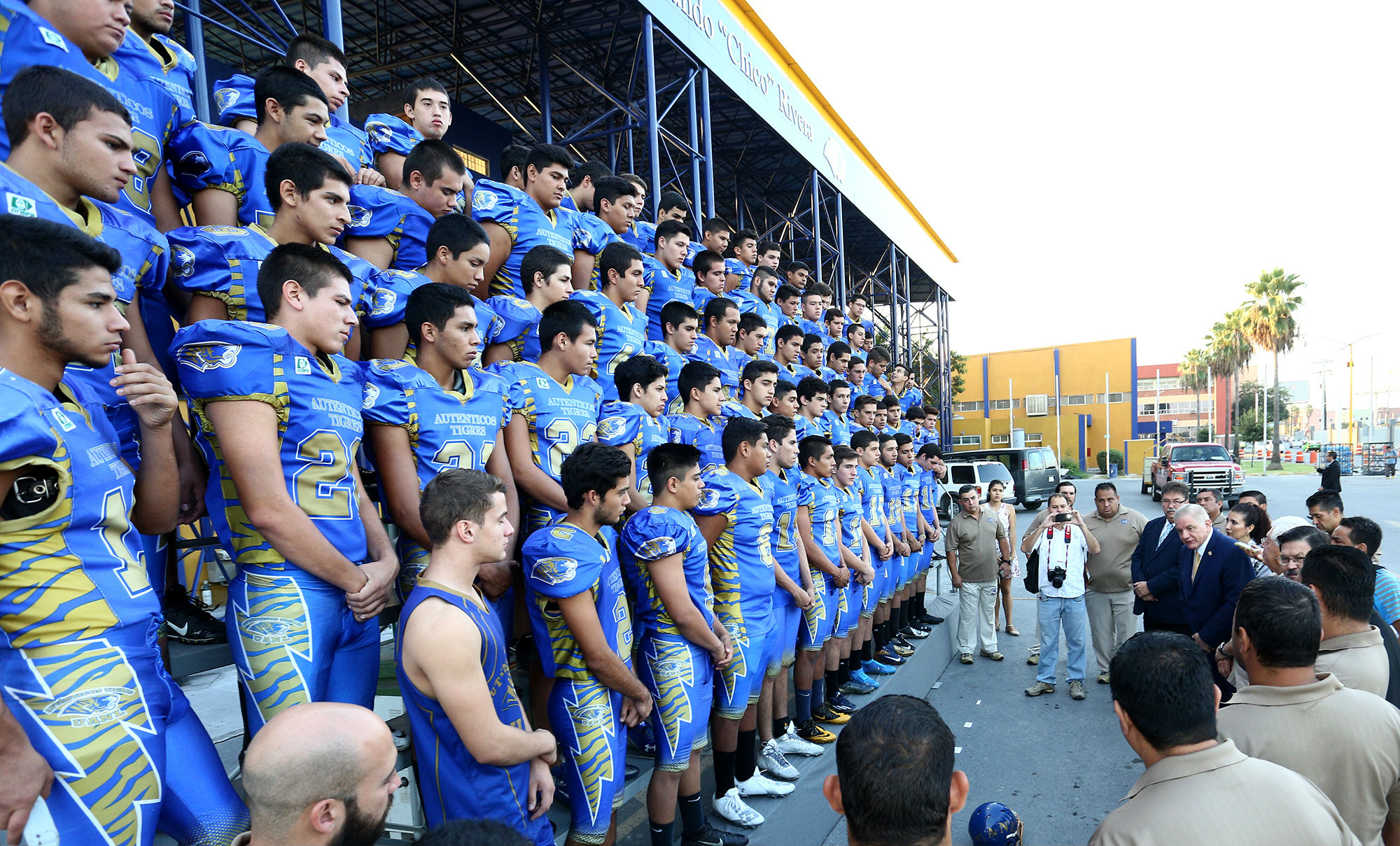 El rector les invitó a entregar todo en la cancha y a aprovechar la infraestructua deportiva y experiencia de sus entrenadores