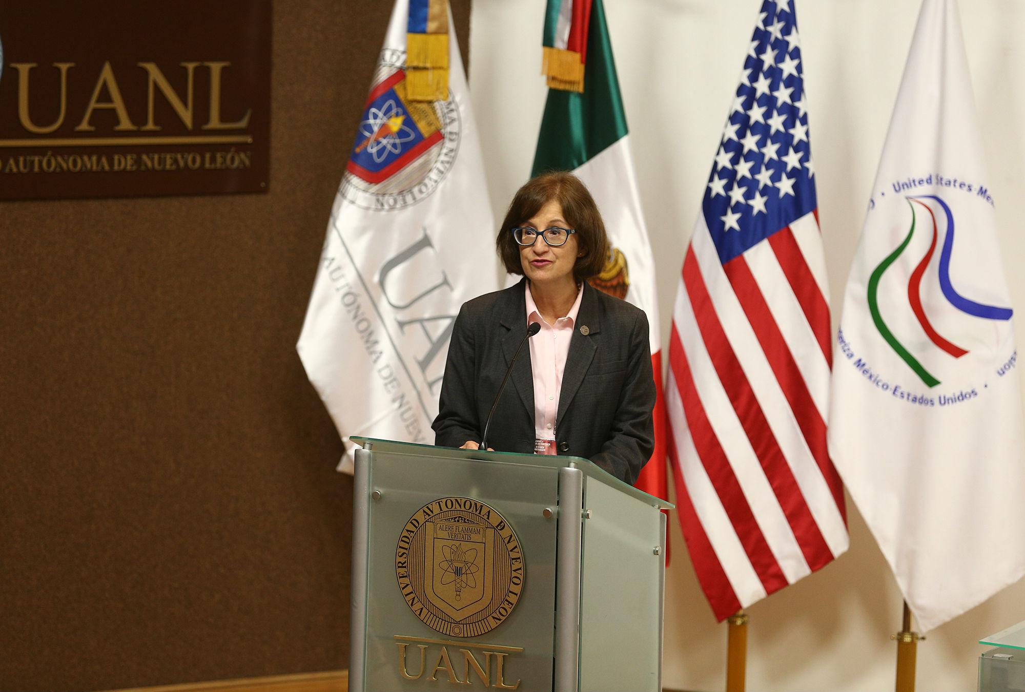 Lic Hilda Dávila Chávez Directora