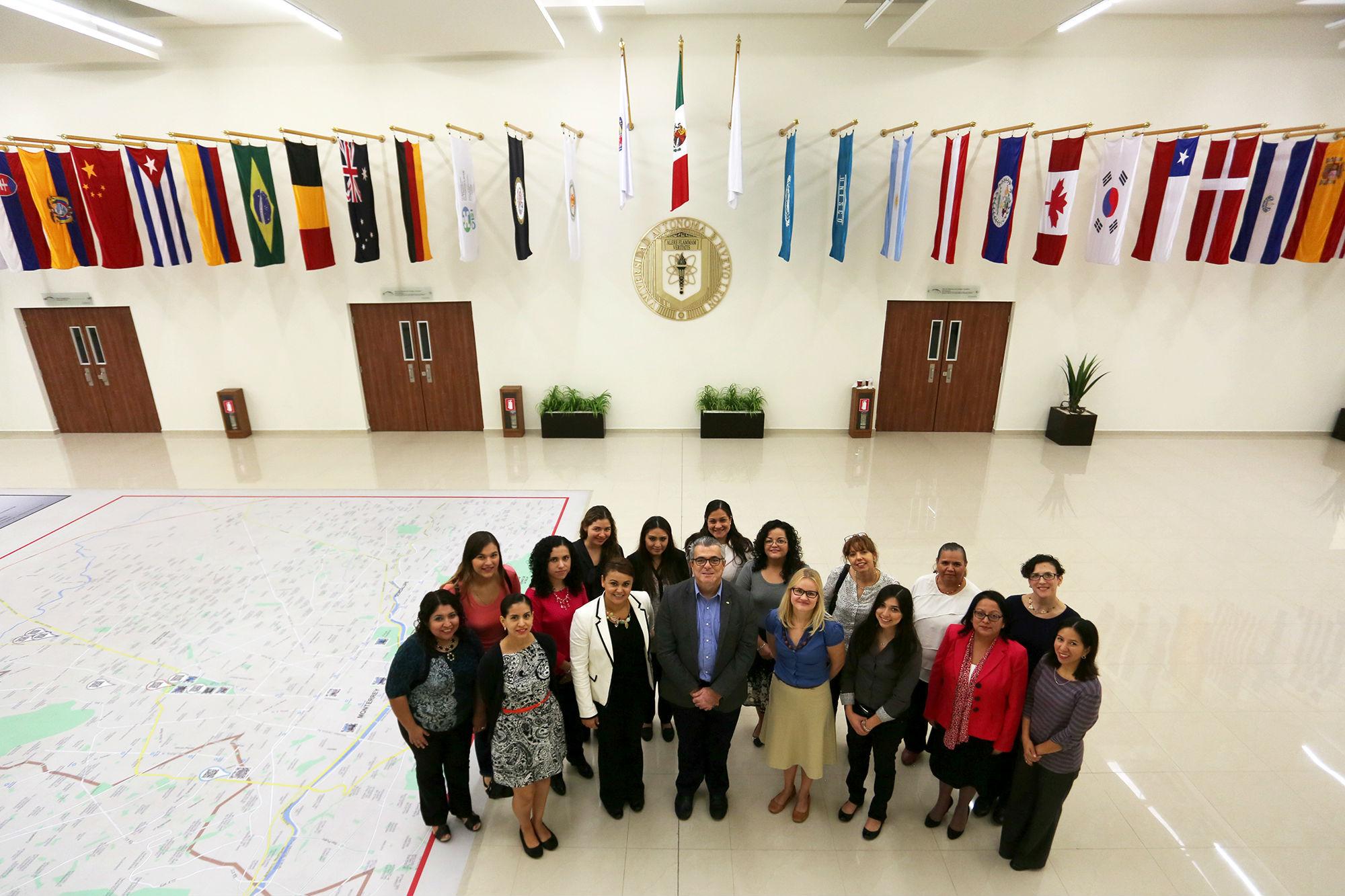Fotografía grupal de los asistentes al taller