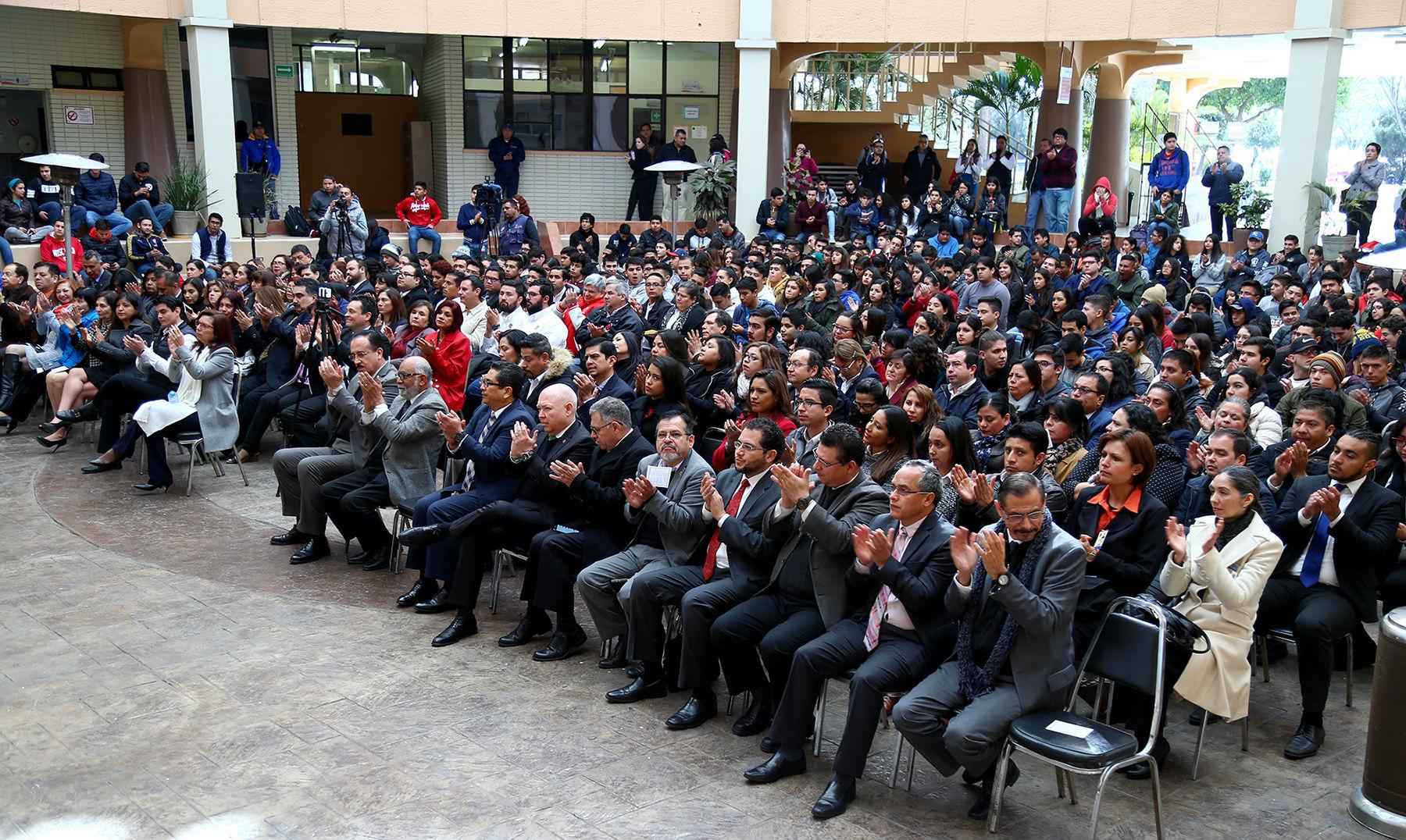 Docentes e investigadores, así como estudiantes, se dieron cita para atestiguar la ceremonia