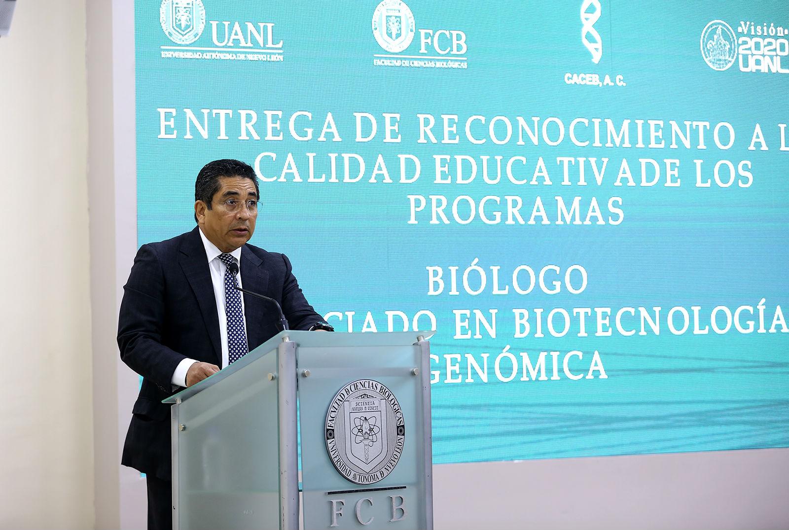 Antonio Guzmán Velasco, Director de la Facultad de Ciencias Biológicas