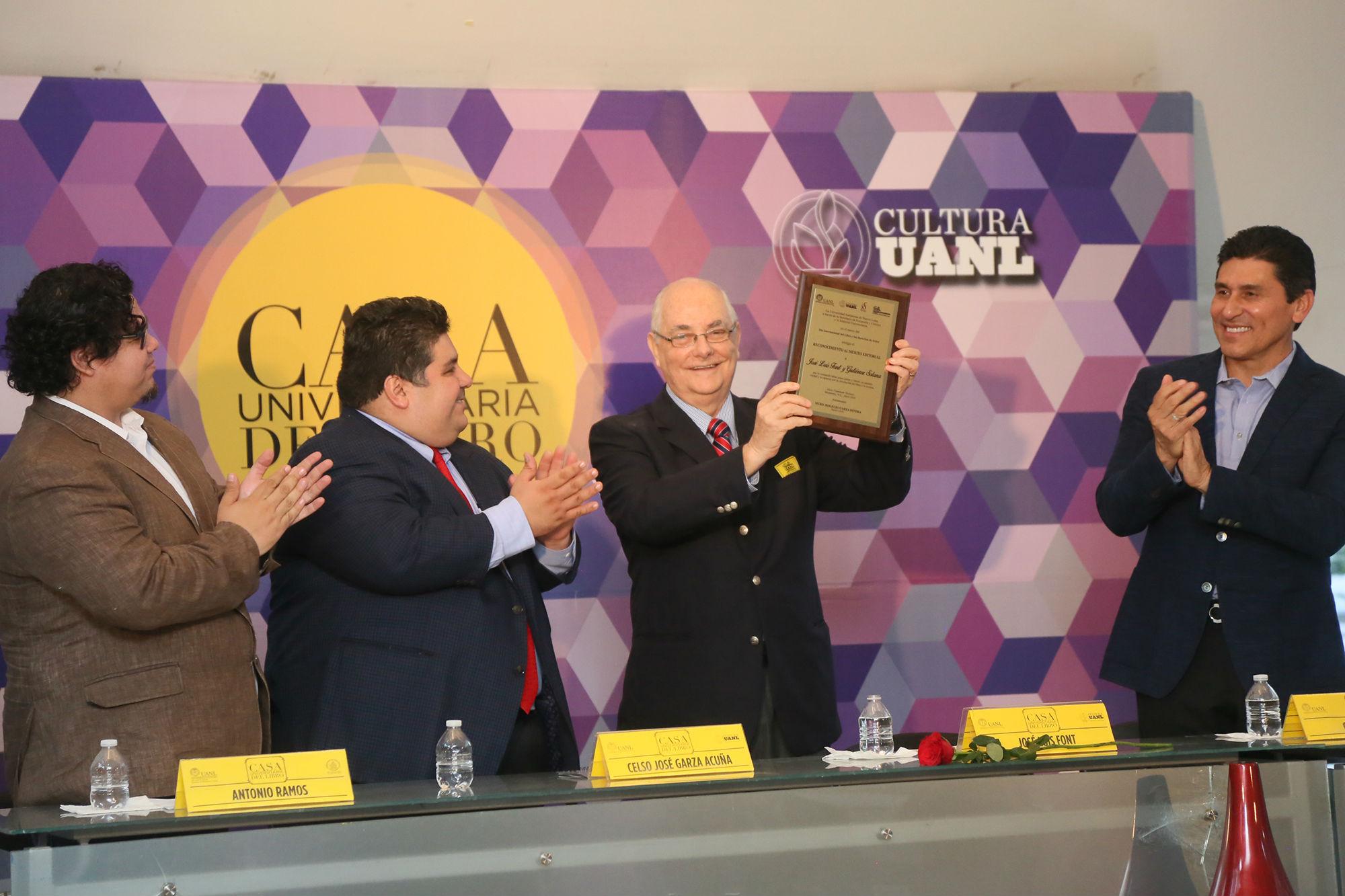 Entrega de reconocimiento a José Luis Font y Gutiérrez Solana
