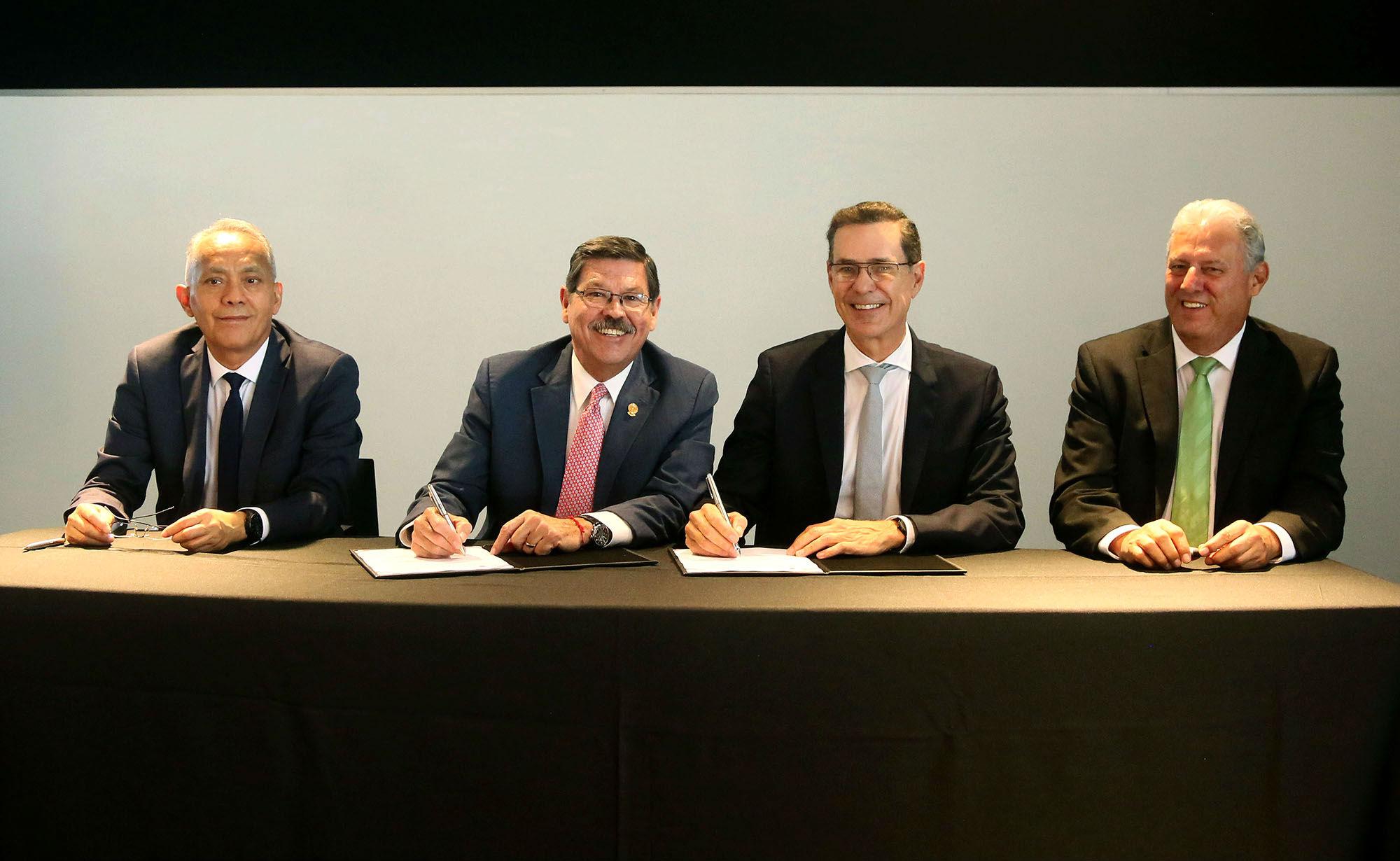 Firma de convenio de la UANL y Horno 3