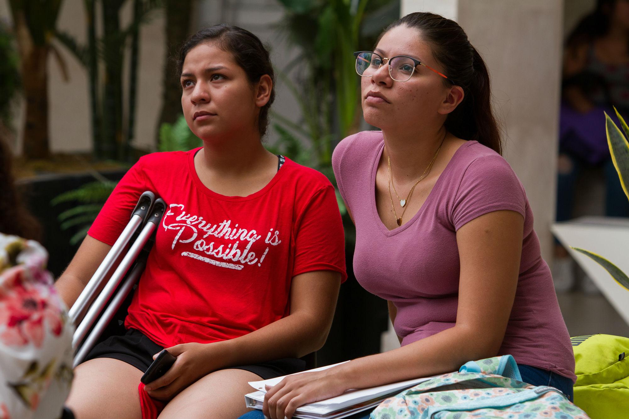 Alumnas durante la presentación del libro