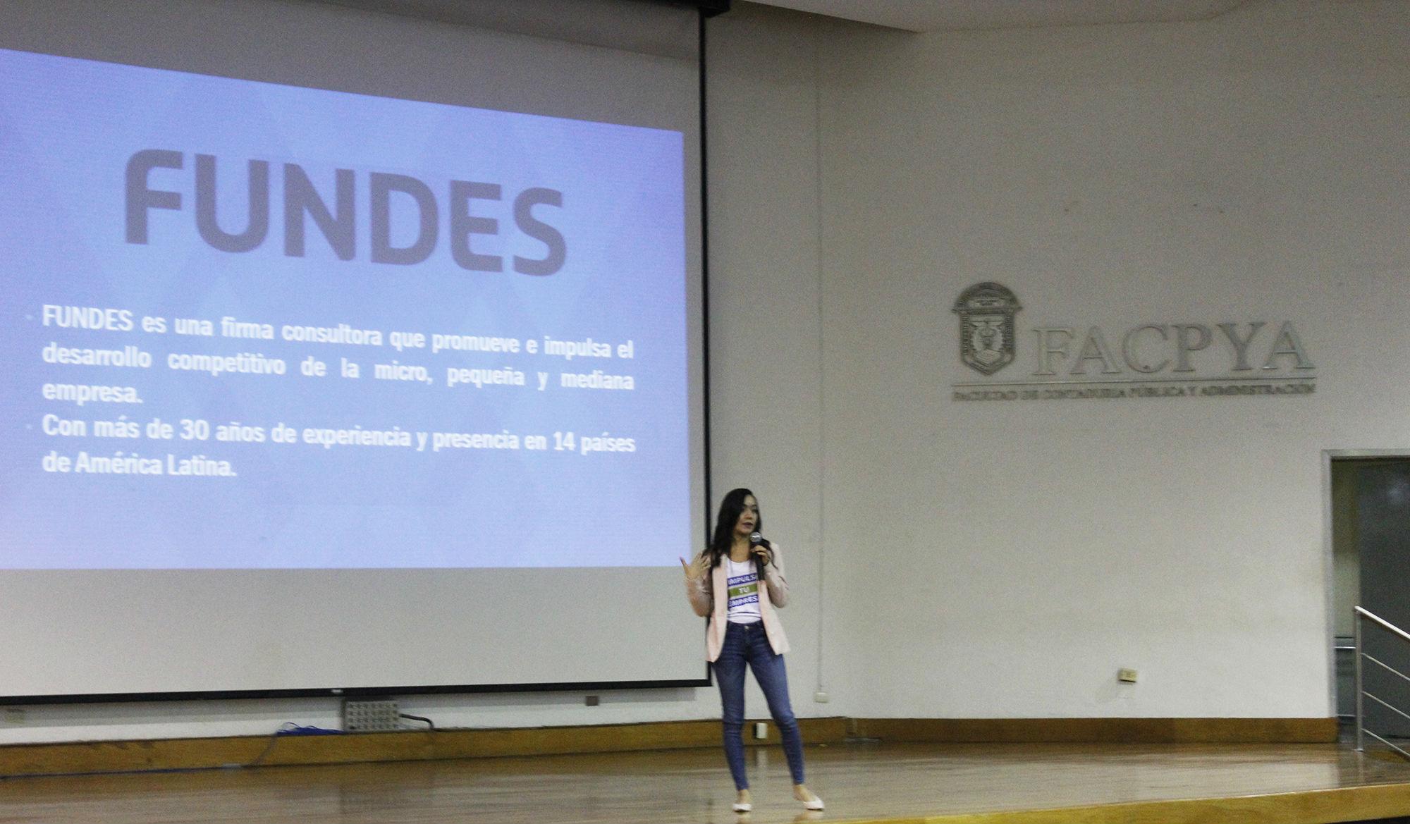 Dulce María Hernández, facilitadora de FUNDES para Facebook