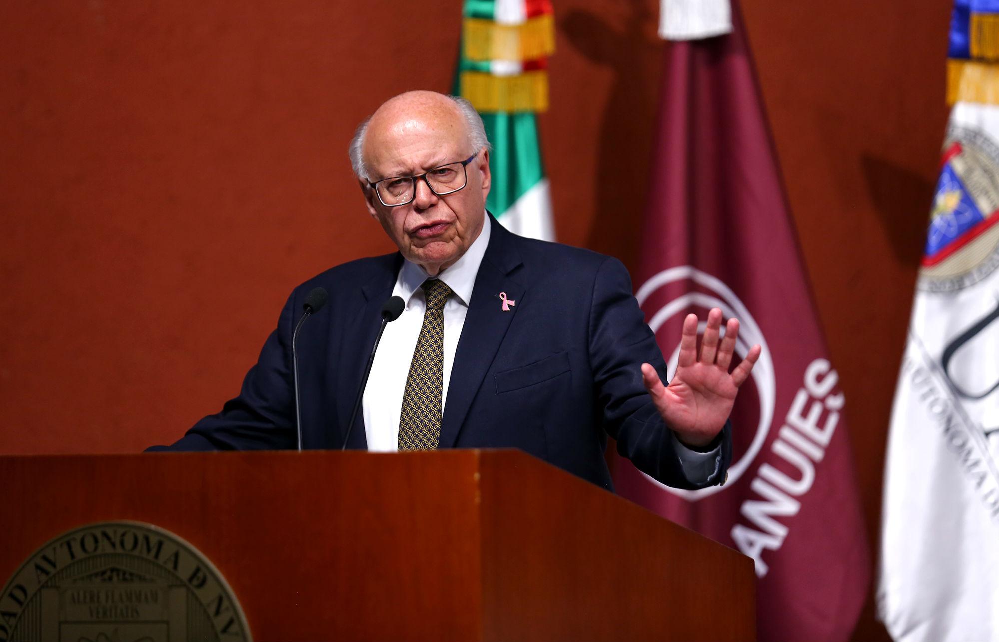 El Secretario de Salud en México, José Narro Robles disertó la conferencia magistral en la apertura de la sesión ordinaria del C