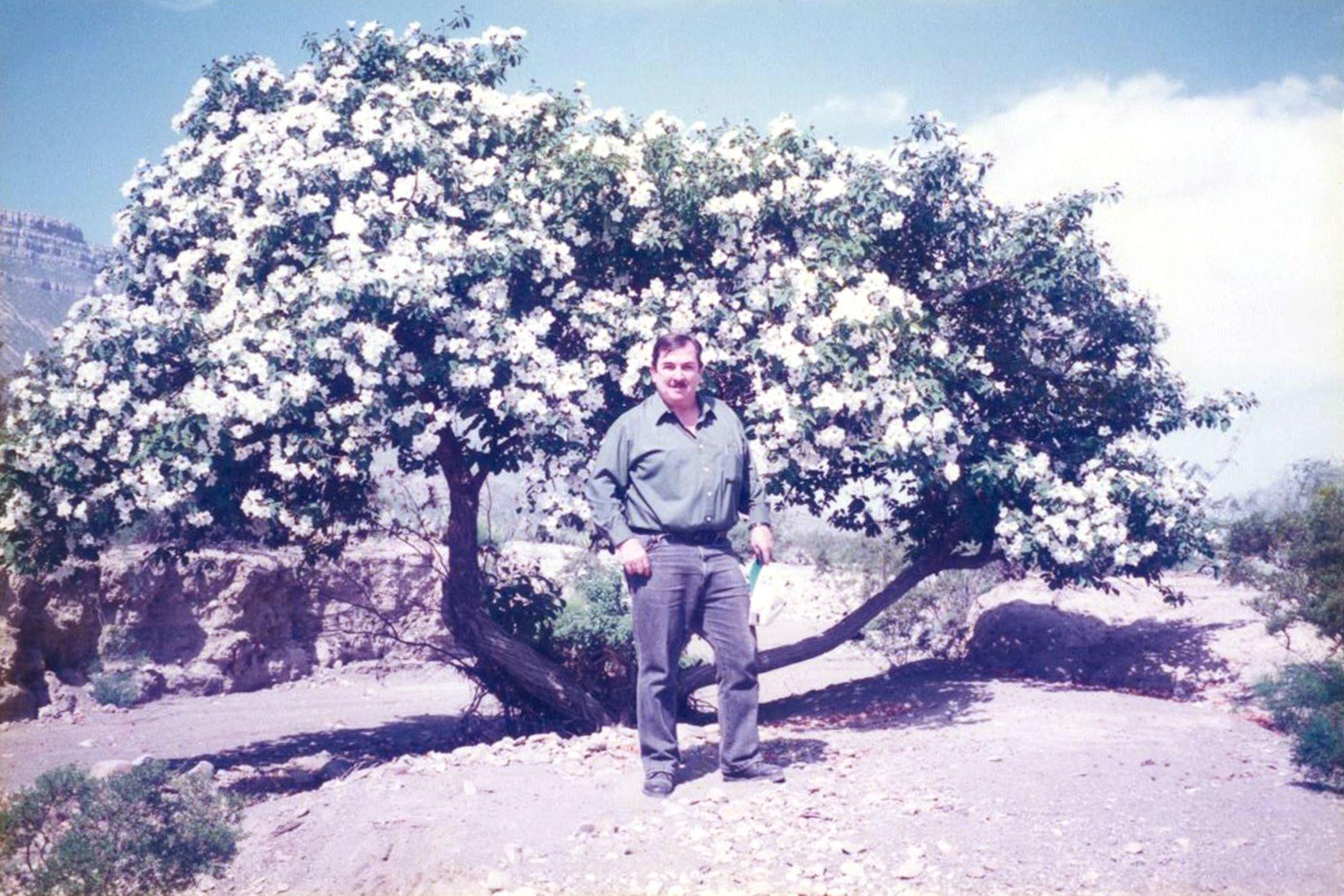 El profesor emérito dedicó casi medio siglo a la docencia universitaria, al estudio y la divulgación de las plantas nativas