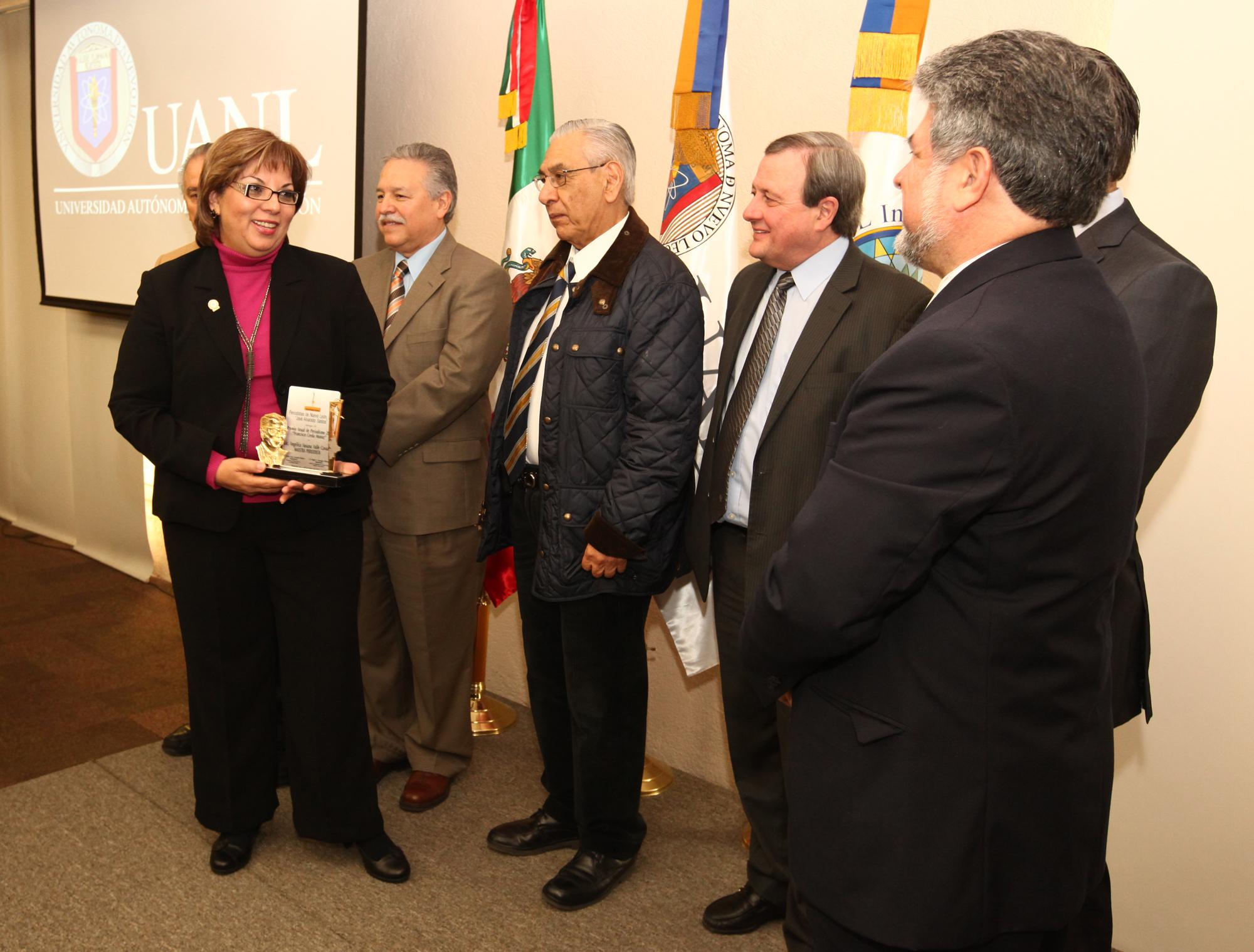 Angélica Valle Cavazos, reconocida en la categoría de maestra de periodismo