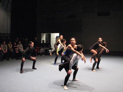 Desdibujan la soledad con danza contemporánea
