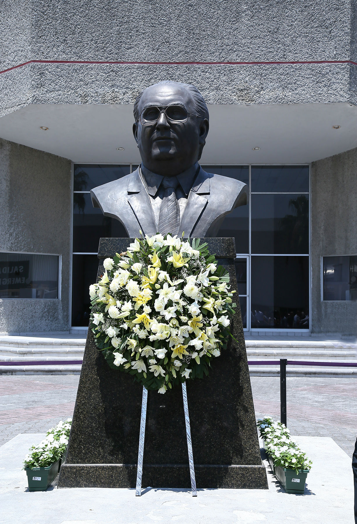 Busto de Arturo de la Garza González