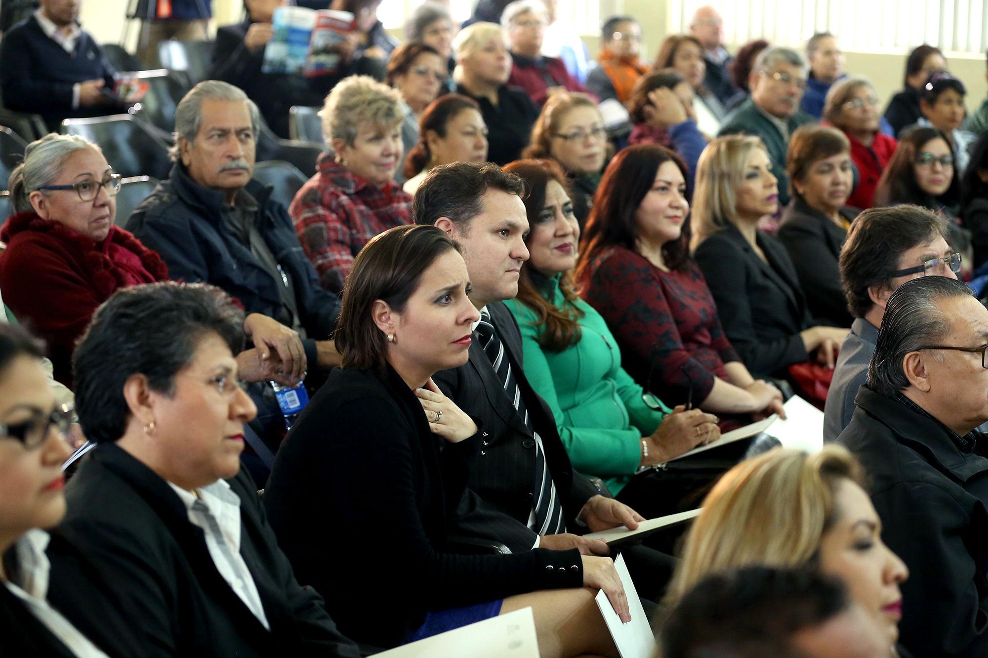 La ceremonia se llevó a cabo en el auditorio de la Facultad de Trabajo Social