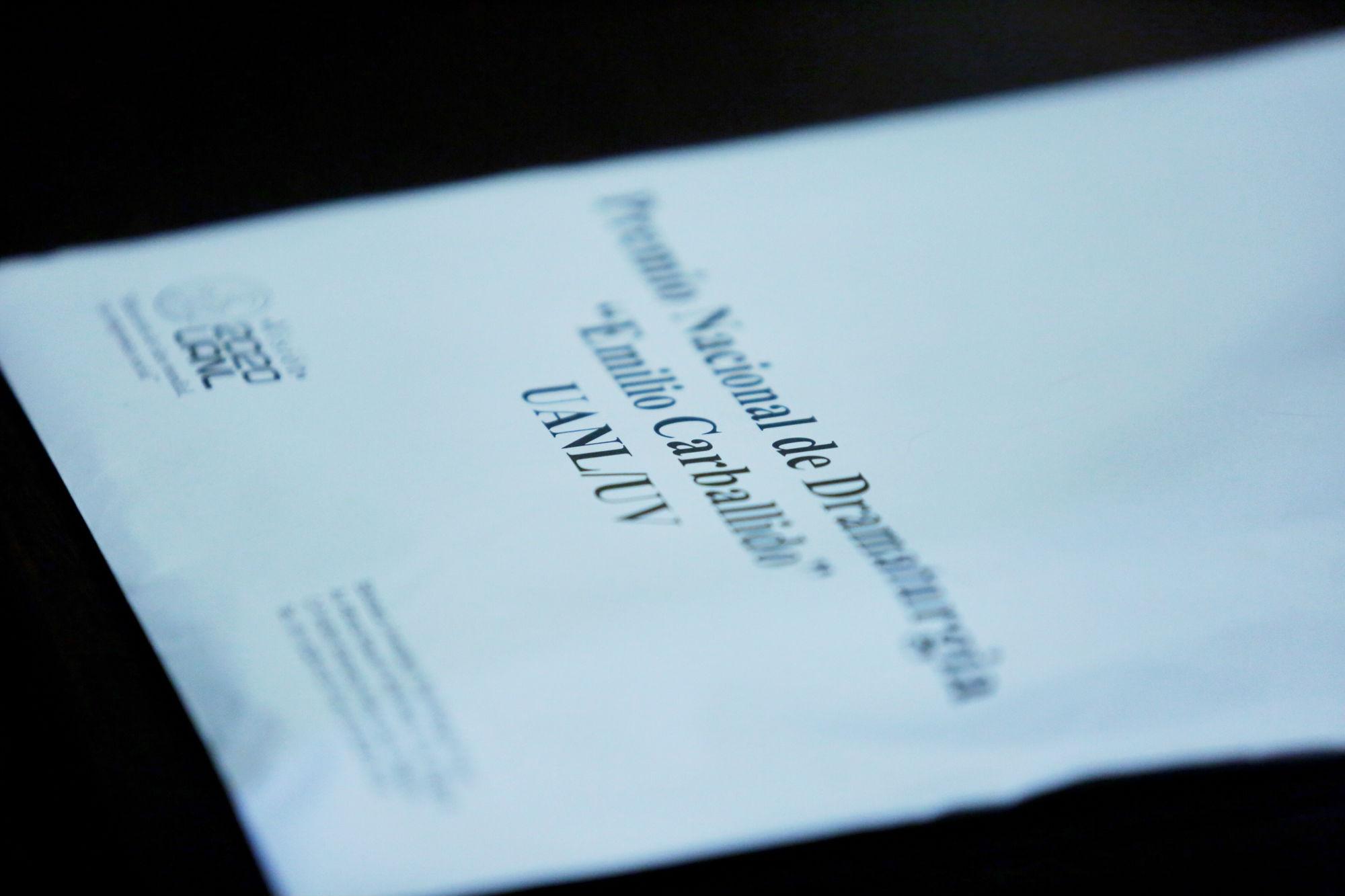 El sobre que contiene la obra ganadora se abrió durante la rueda de prensa