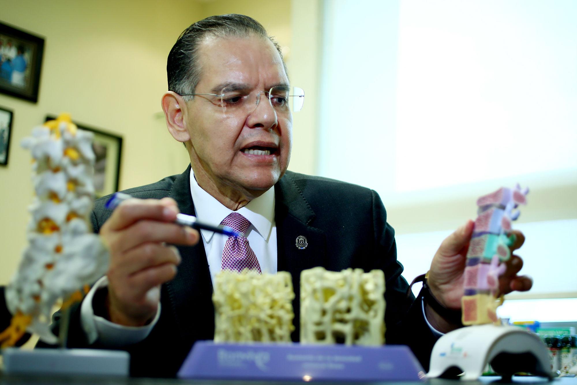 Dionicio Ángel Galarza Delgado, Jefe del Servicio de Reumatología de la UANL