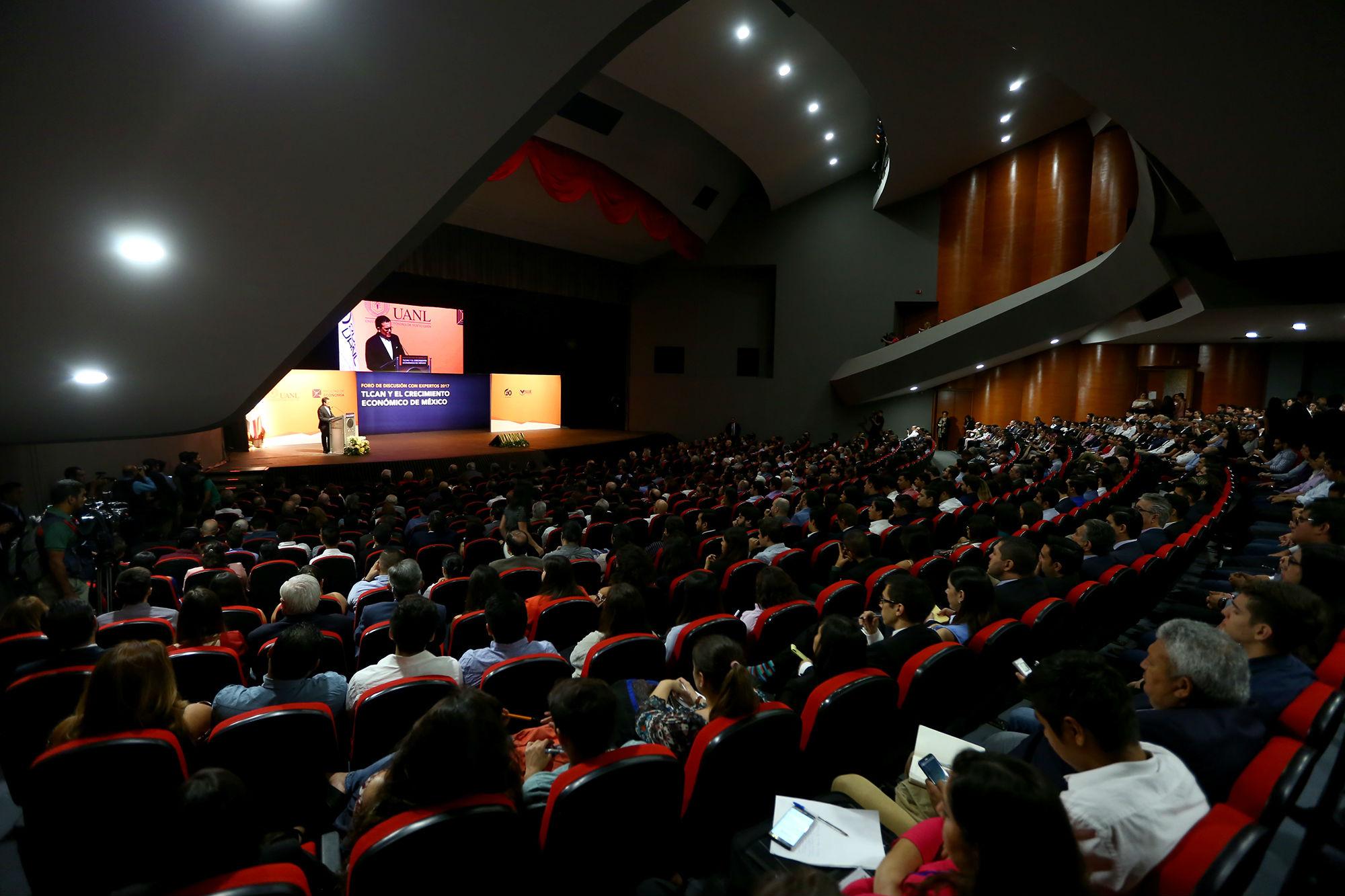 El foro de discusión se llevó a cabo en el Teatro de la Ciudad de Monterrey