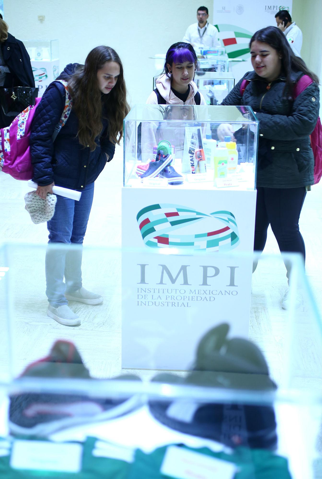 El IMPI expuso distintos productos originales y la copia