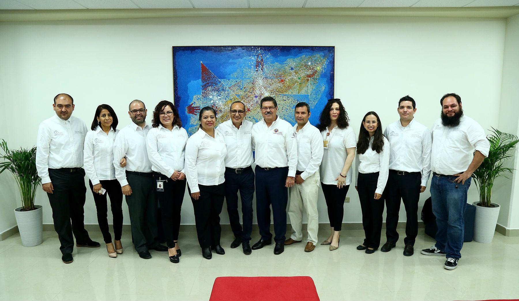 Docentes de la Facultad de Artes Visuales en compañía del Rector