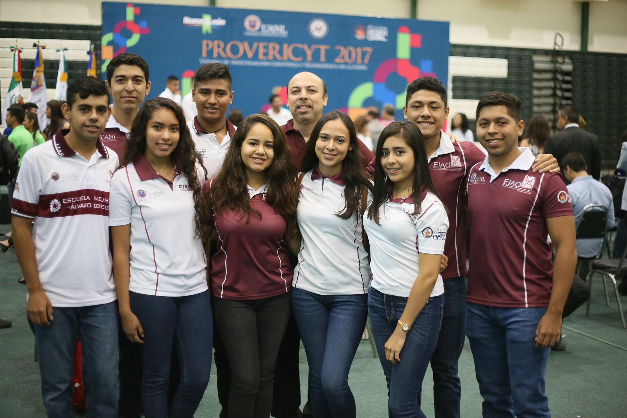 Estudiantes de la Escuela Industrial y Preparatoria Técnica