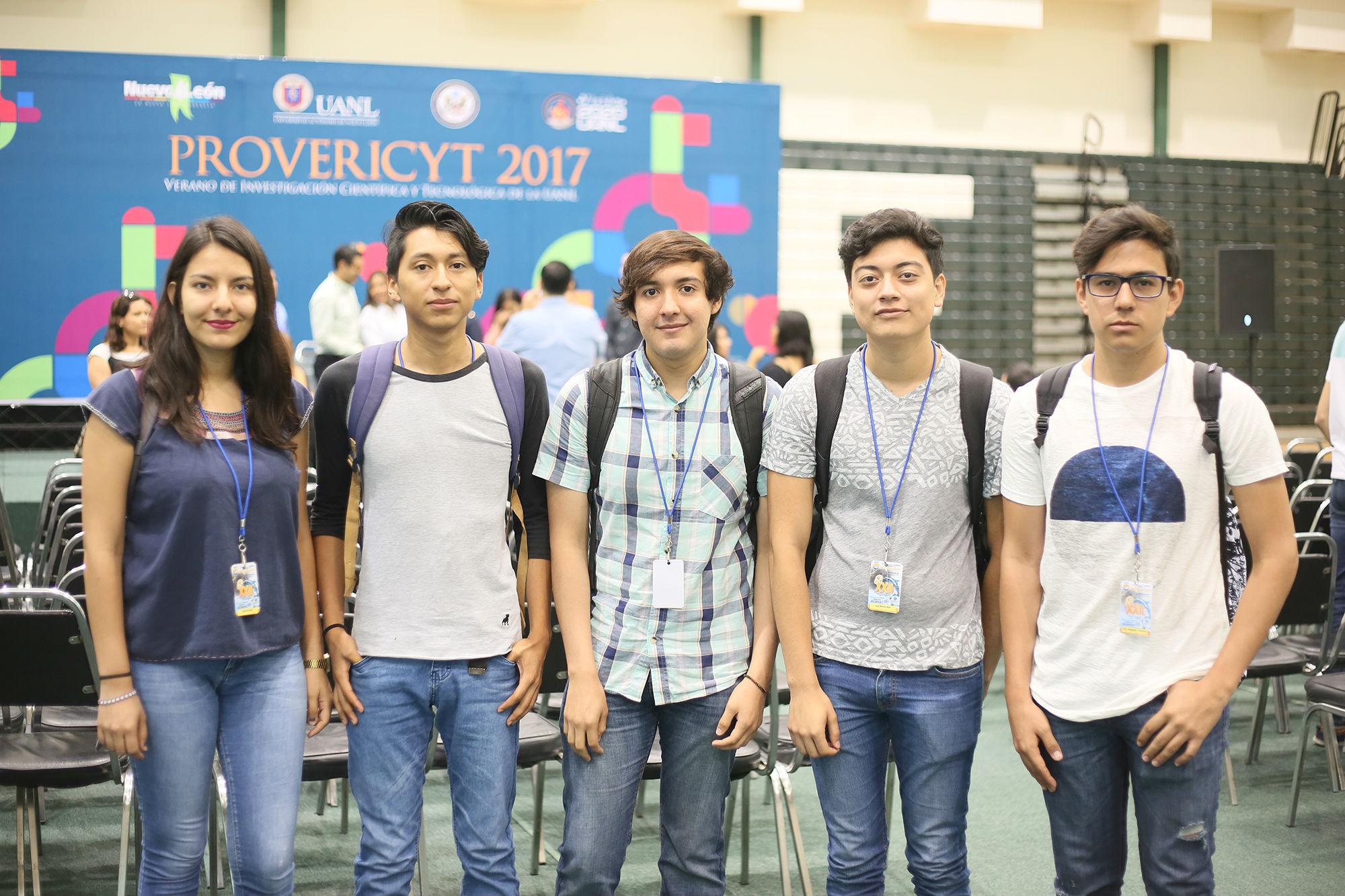 Estudiantes de la Facultad de Ciencias Exactas e Ingenierías de la Universidad de Guadalajara