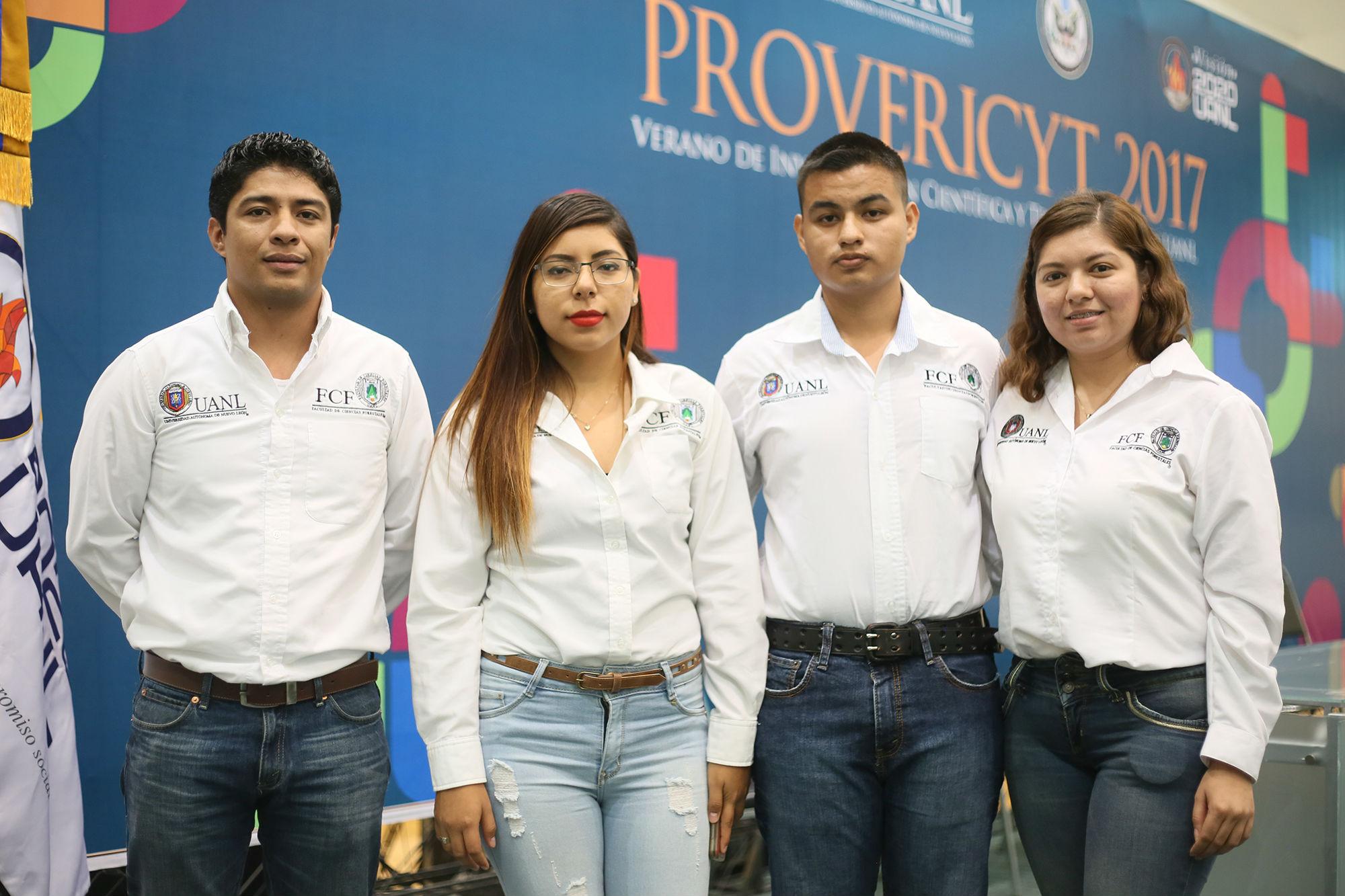 Estudiantes de la Facultad de Ciencias Forestales de la UANL