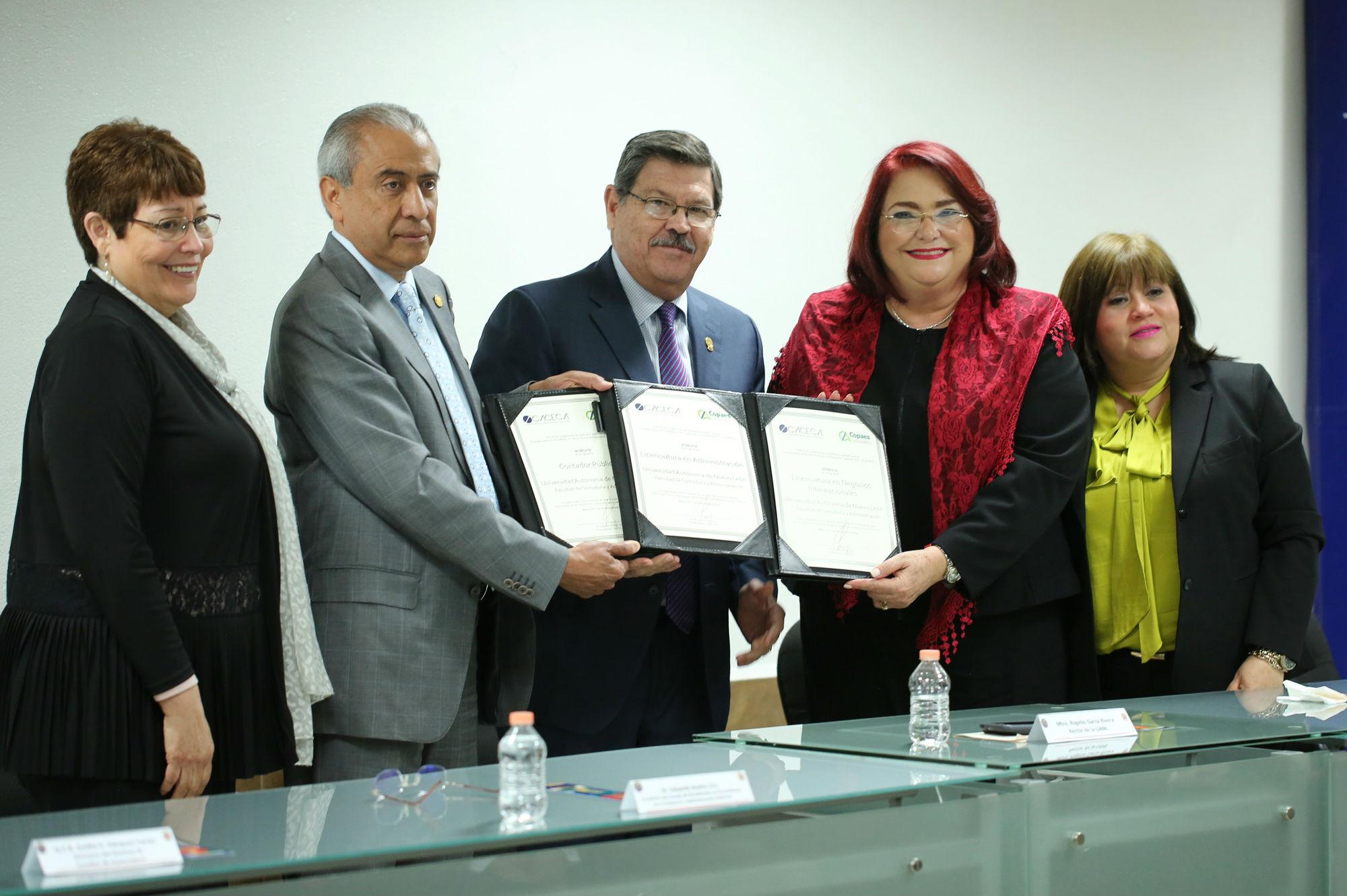 Las acreditaciones fueron entregados por el CACECA y avalados por le COPAES