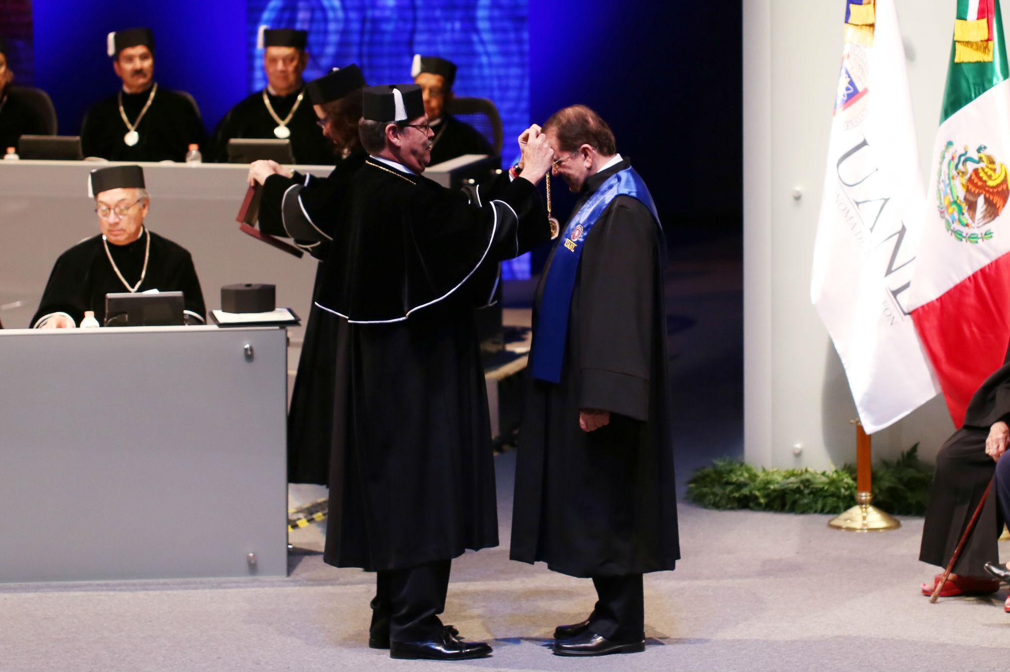 Entrega de la Distinción Académica Doctor Honoris Causa a Jaime Parada Ávila