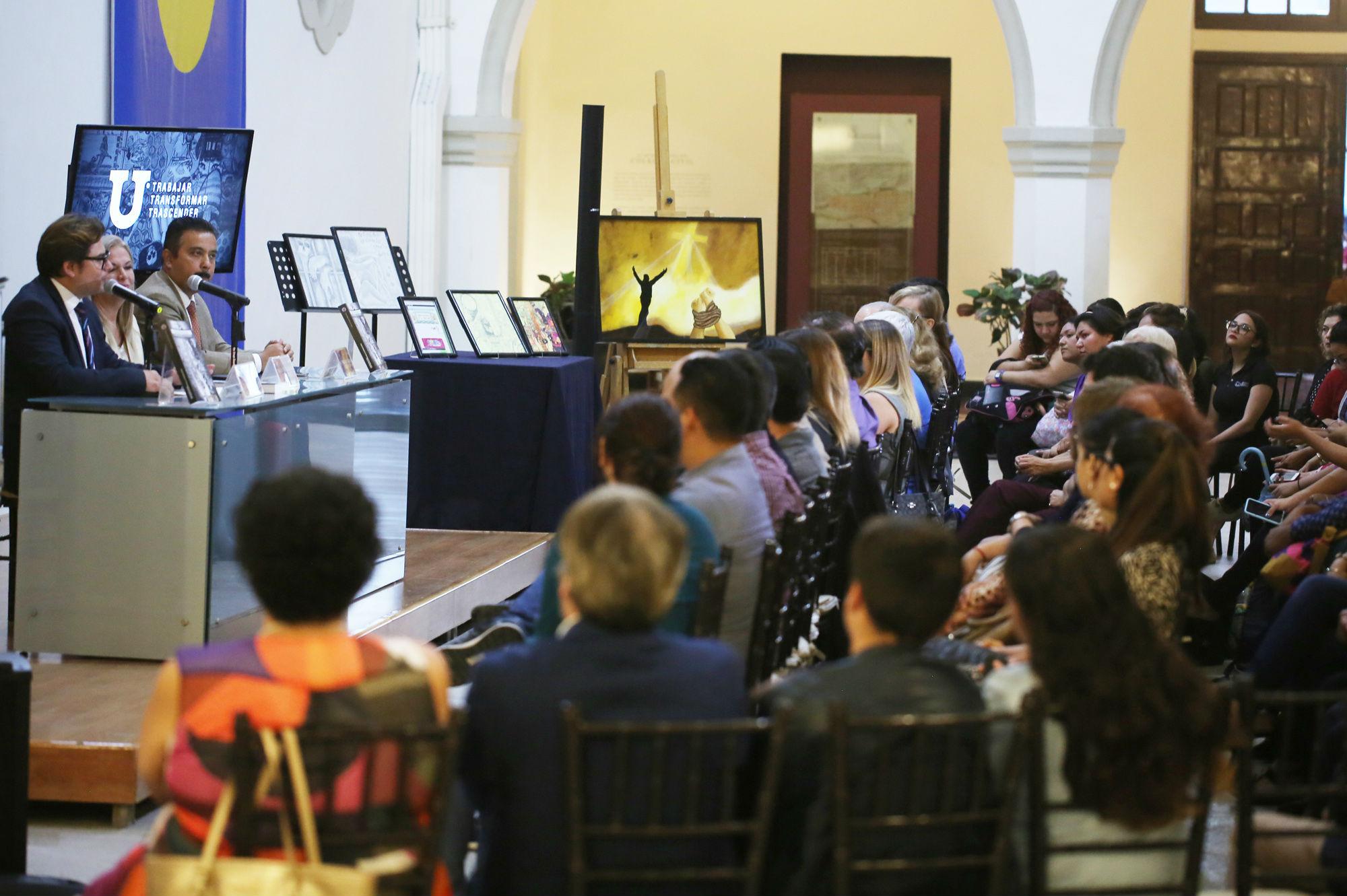 La presentación del libro se realizó en el Colegio Civil Centro Cultural Universitario