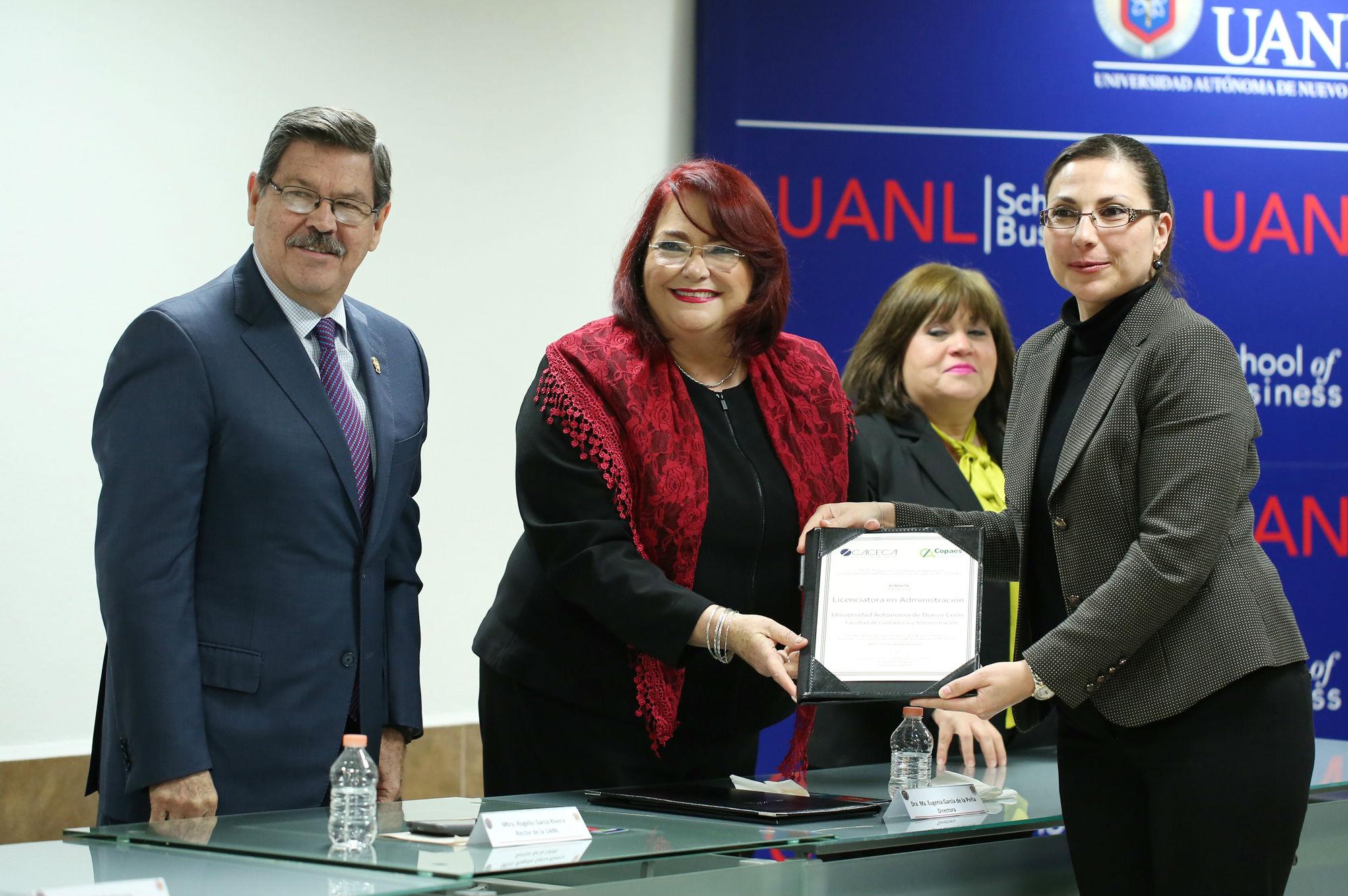 Entrega de la acreditación nacional a la Licenciatura en Administración