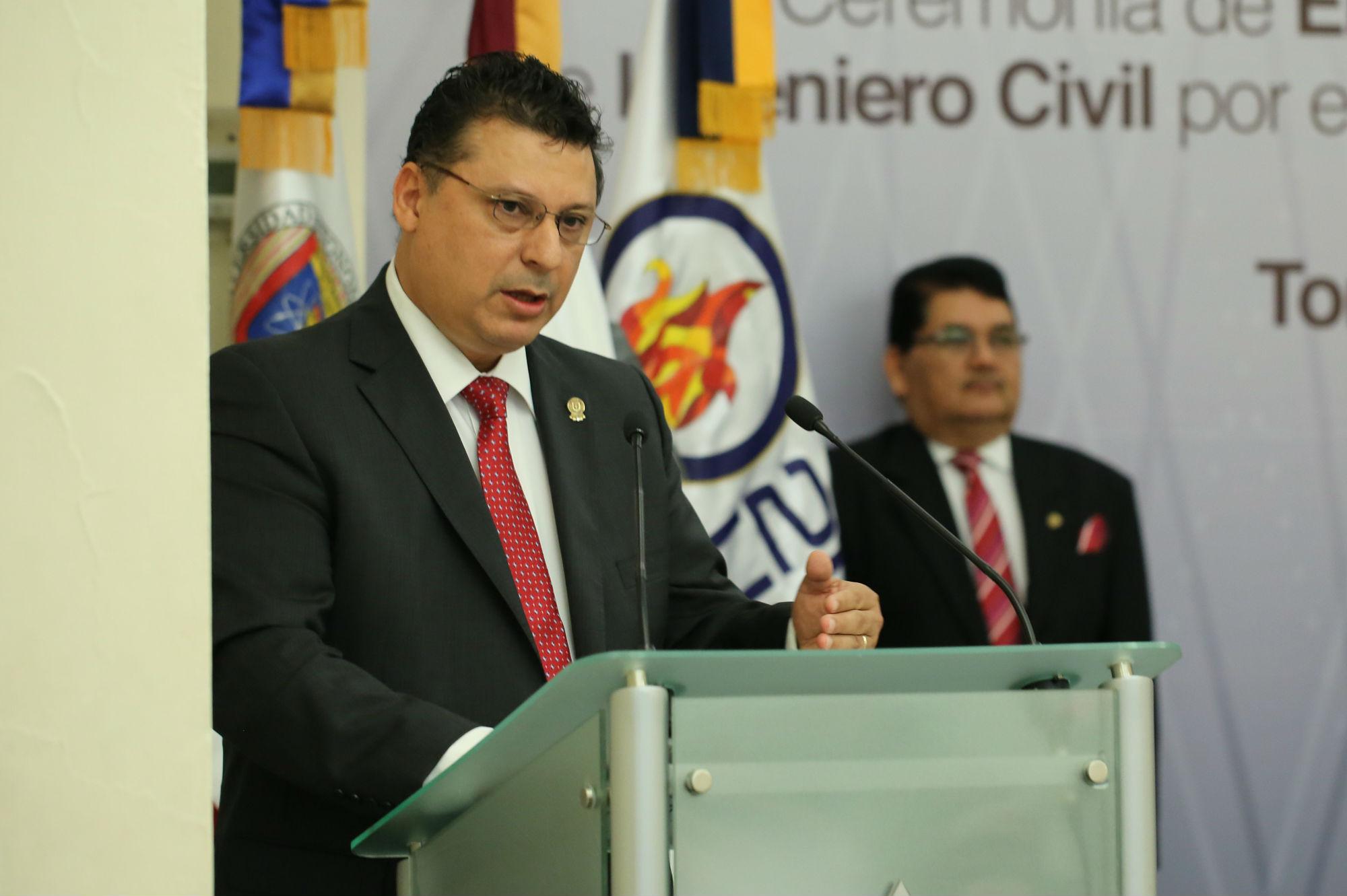 Pedro Valdez Tamez, Director de la Facultad de Ingeniería Civil