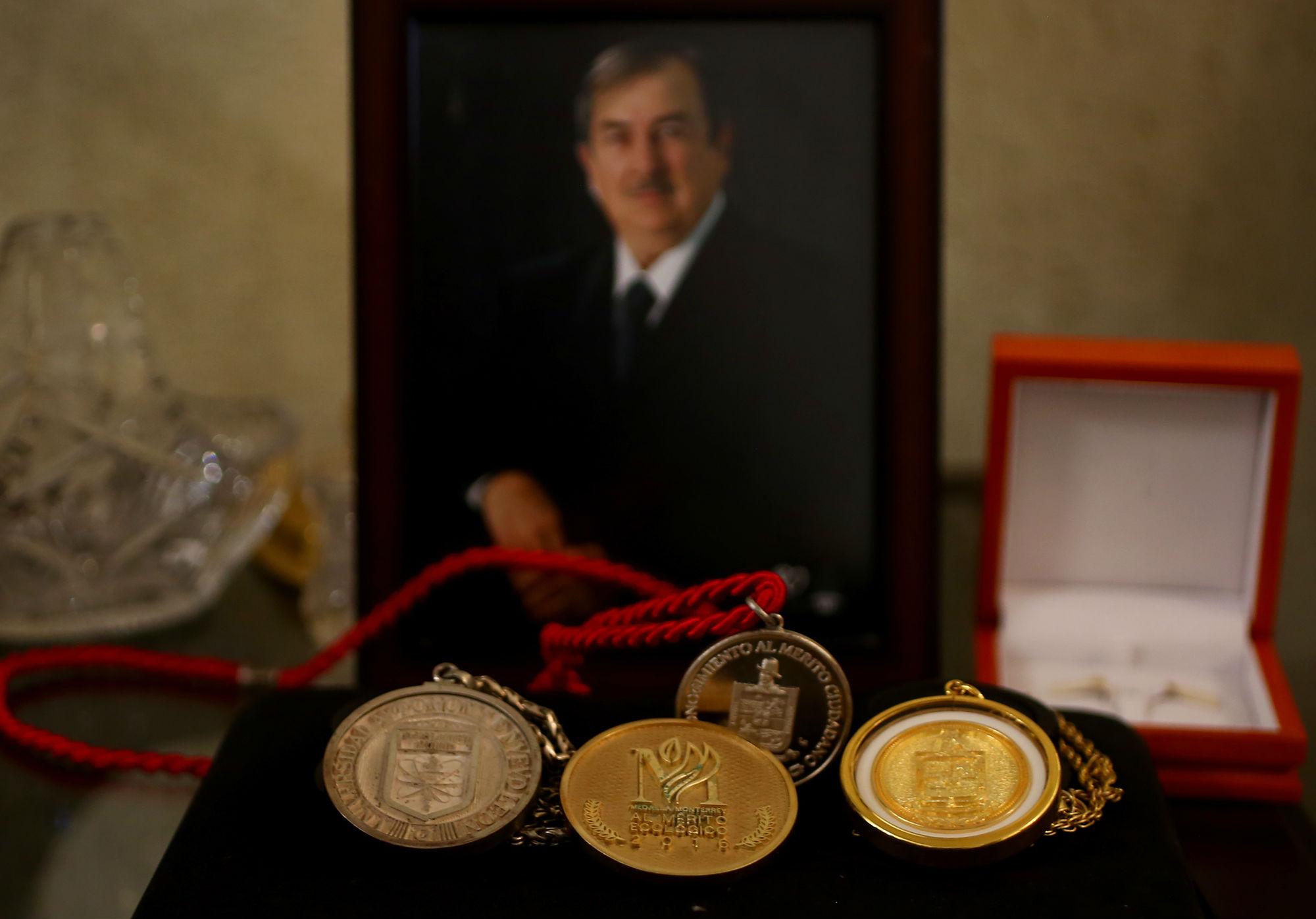 Glafiro Alanís fue reconocido por la UANL y por el Gobierno del Estado