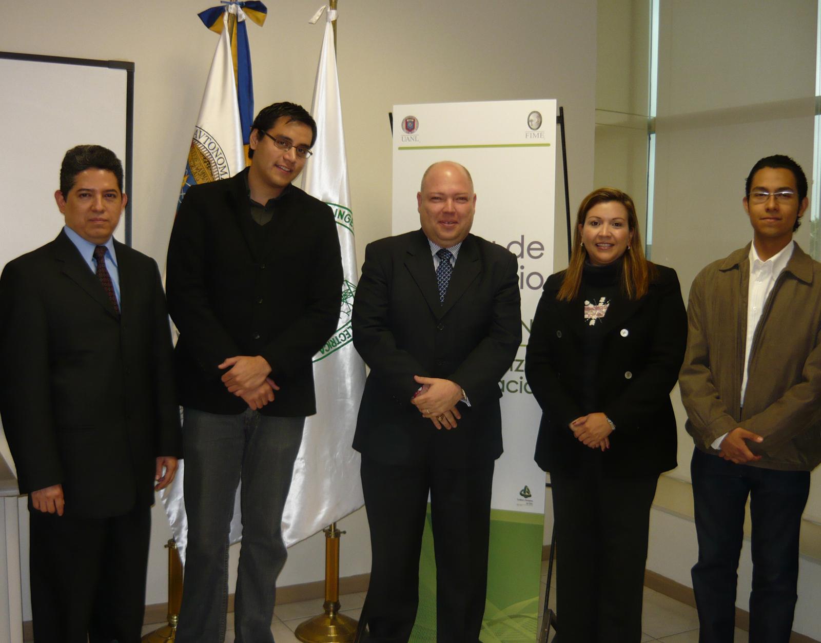 Directivos de la Facultad de Ingeniería Mecánica y Eléctrica y Quetzal Aeroespacial