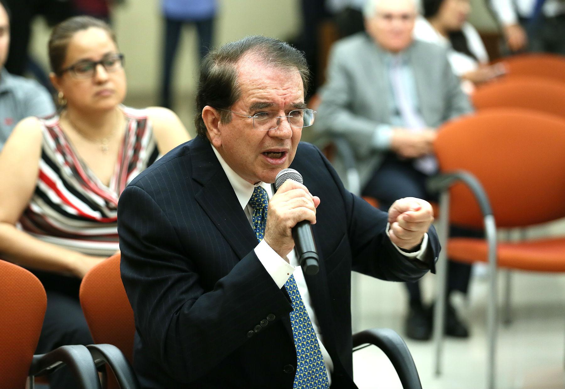 Jaime Parada pidió a los legisladores pensar en las futuras generaciones y no en las próximas elecciones
