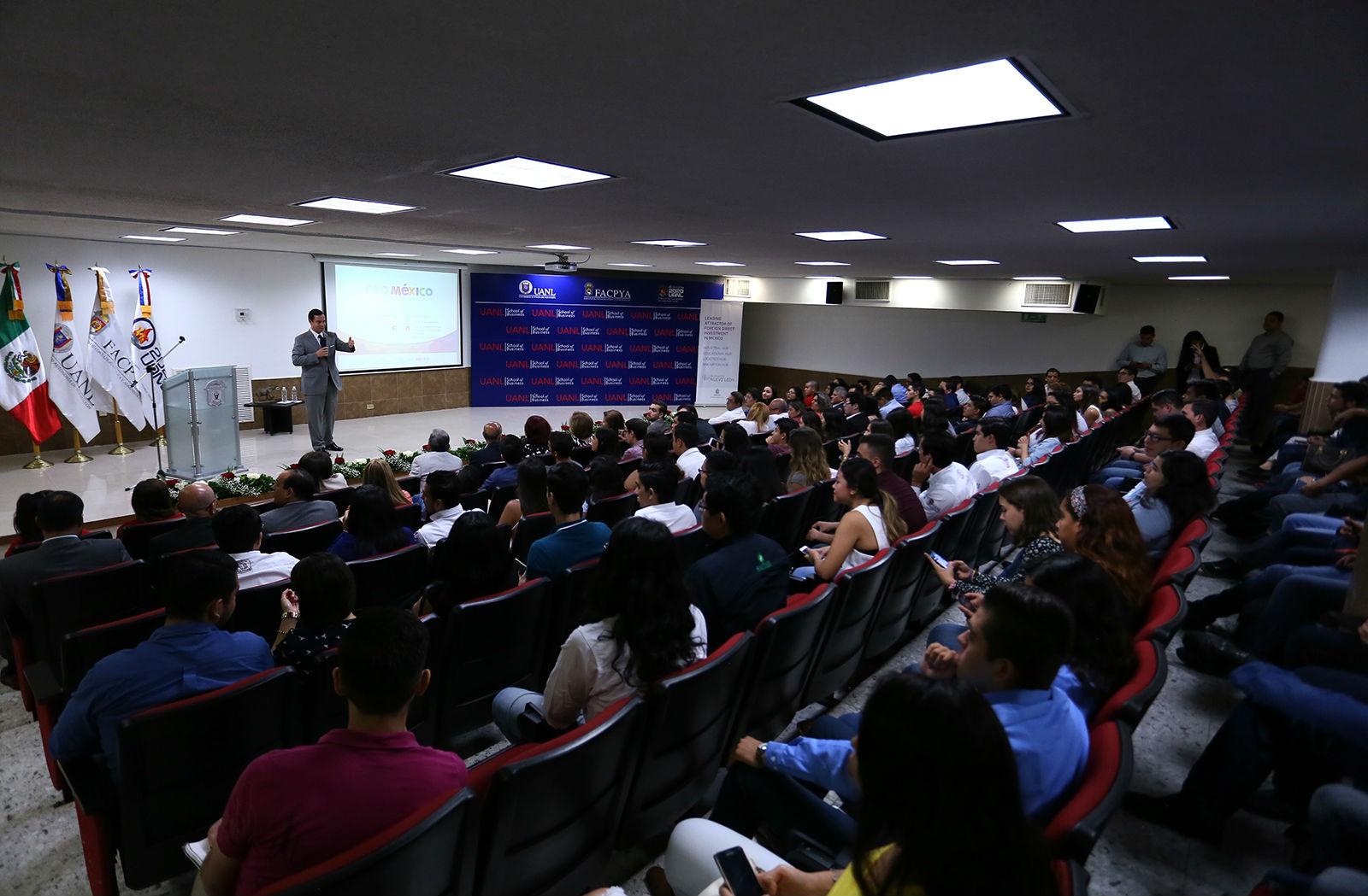 La conferencia se llevó a cabo en el Auditorio de la Facultad de Contaduría Pública y Administración