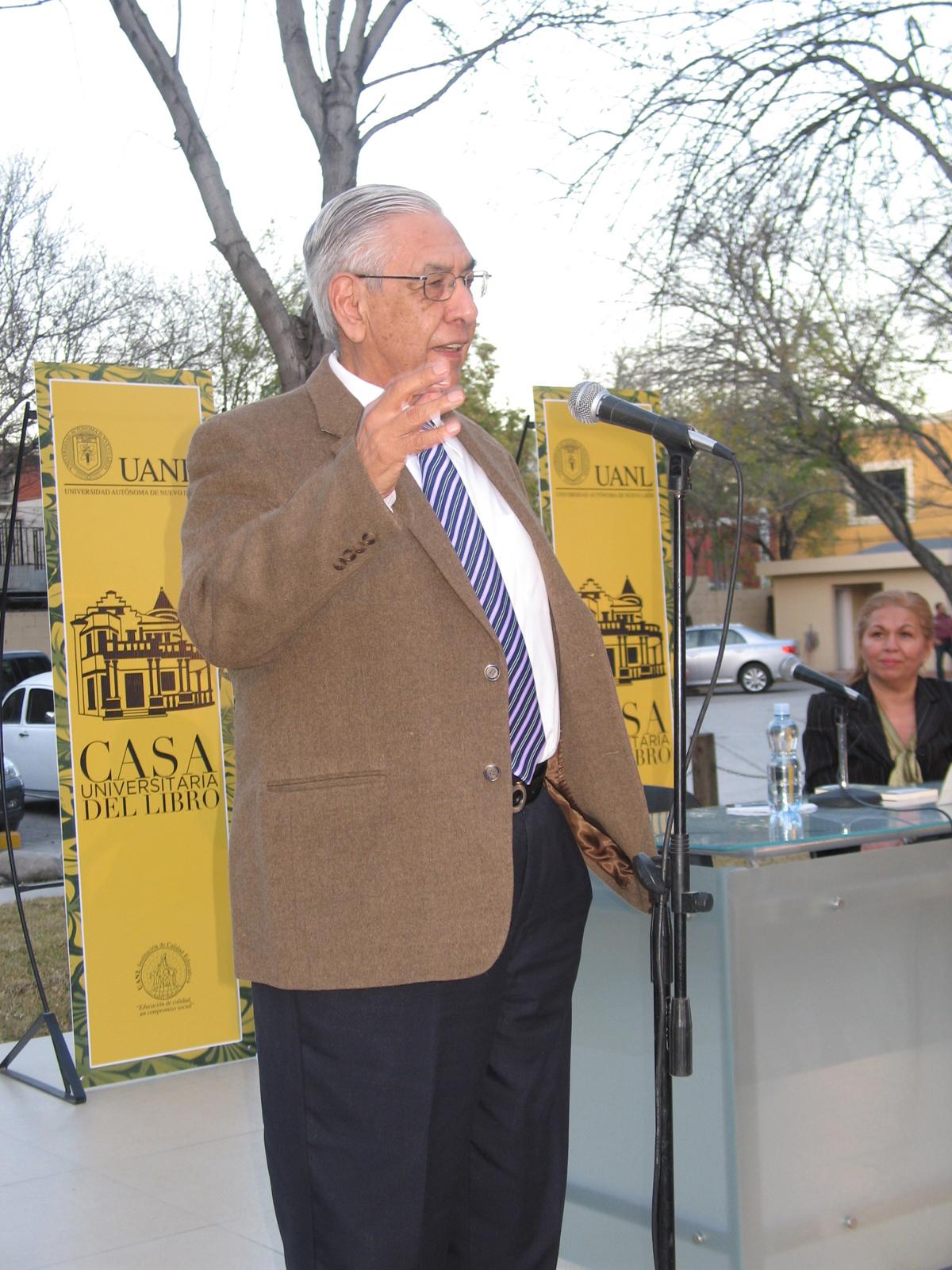 Luis Eugenio Todd presentó el libro