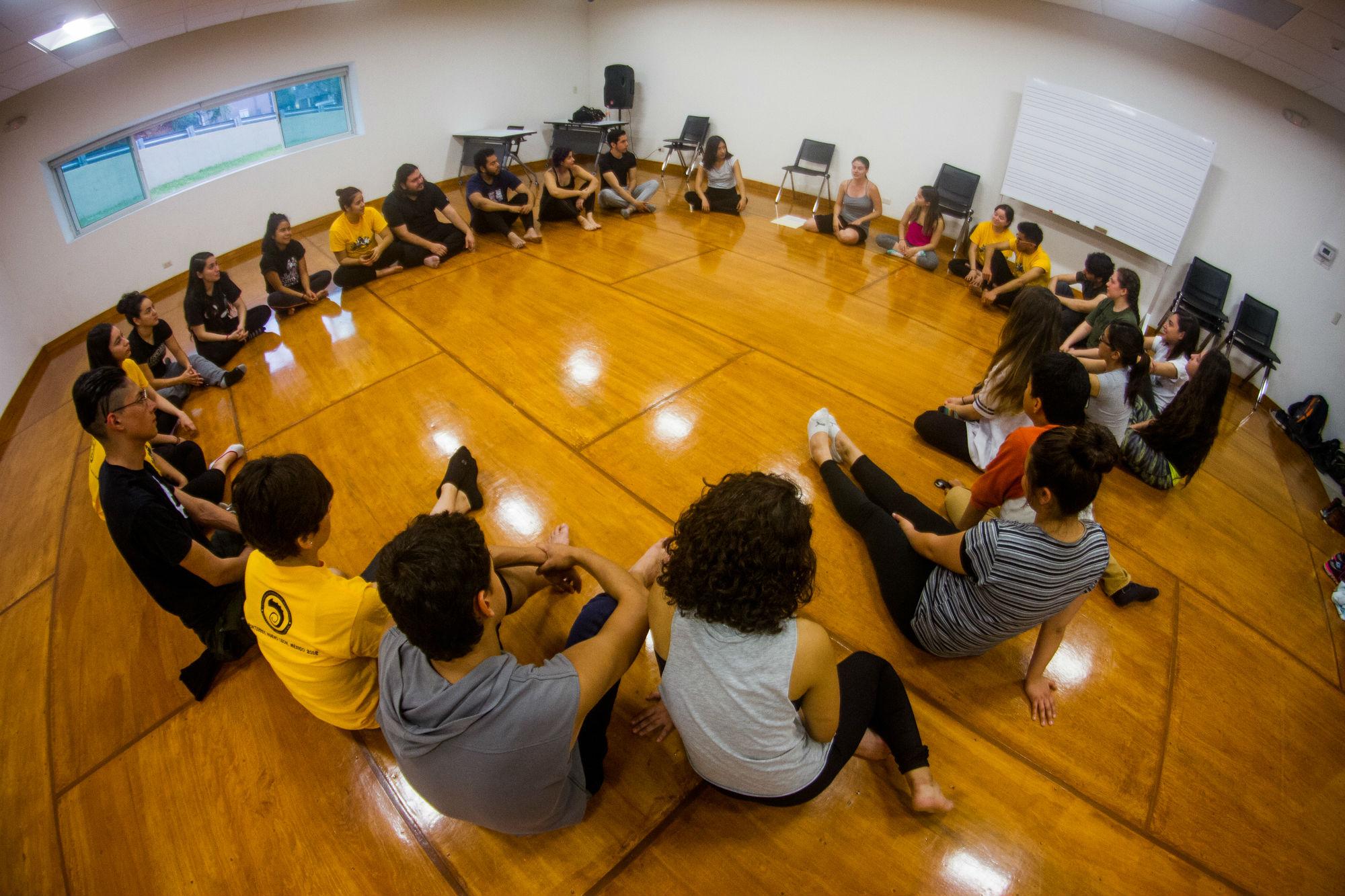 El taller de Milena Picado fue sobre la presencia escénica, energía y trabajo vocal