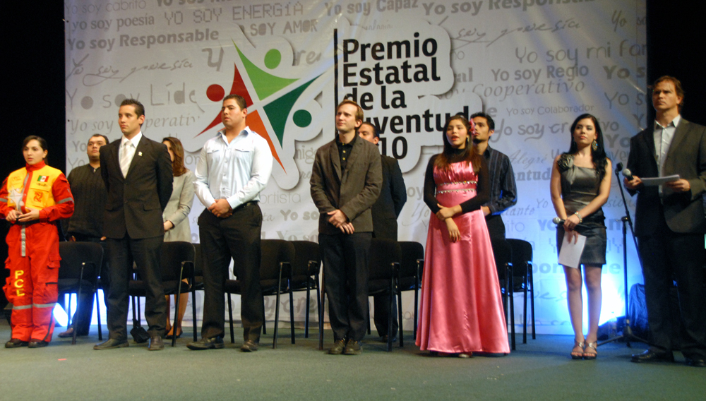 Universitarios obtienen Premio Estatal de la Juventud