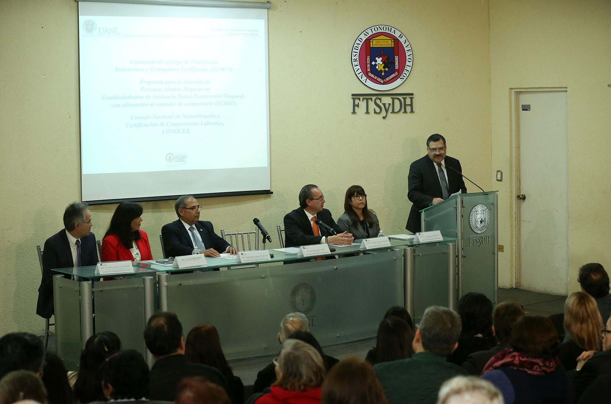 El secretario académico Santos Guzmán presidio el evento