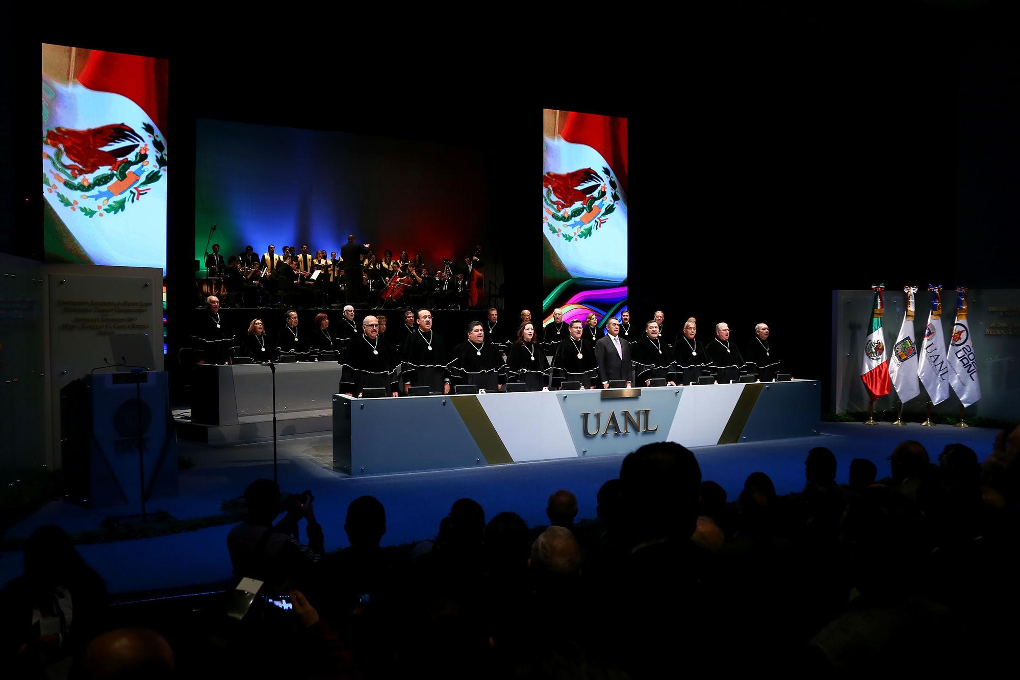 Al inicio del informe, se entonó el Himno Nacional Mexicano