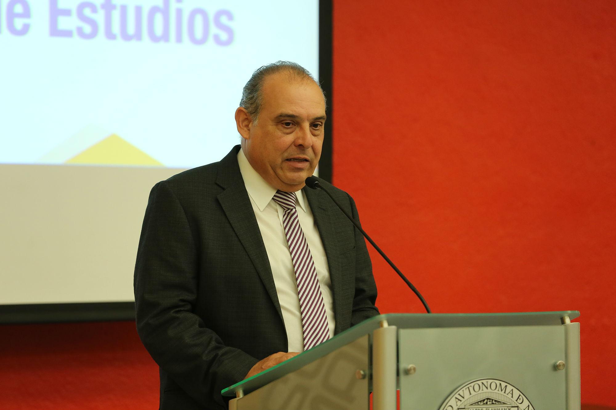 El director de Estudios Incorporados a la UANL, Mario Quintanilla Martínez