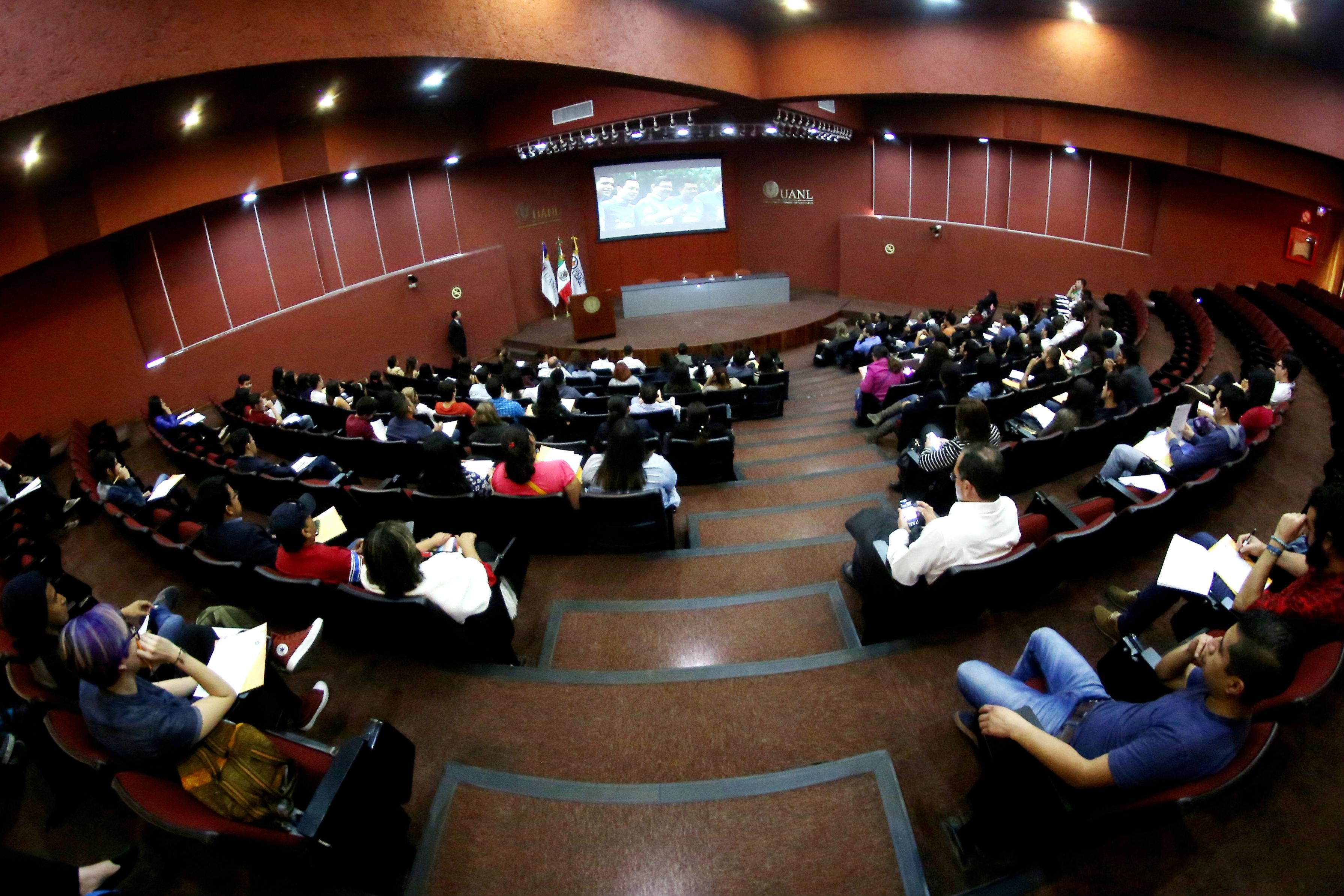 La bienvenida se realizó en la Biblioteca Universitaria Raúl Rangel Frías