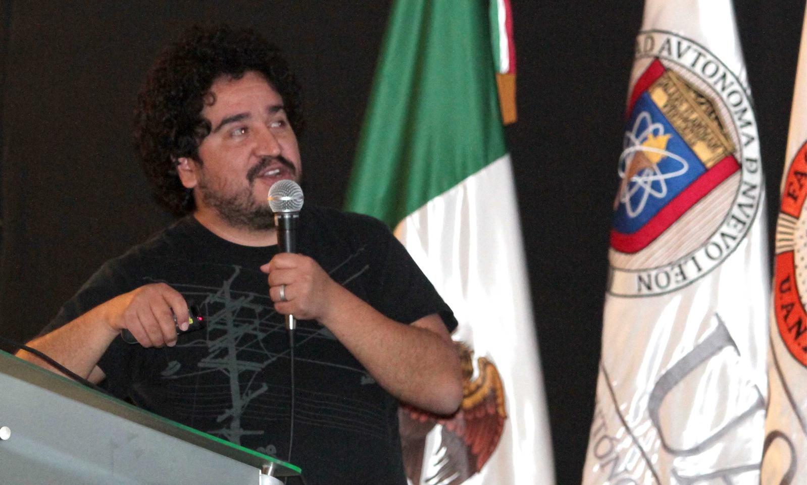 Ariel Rojo, diseñador mexicano