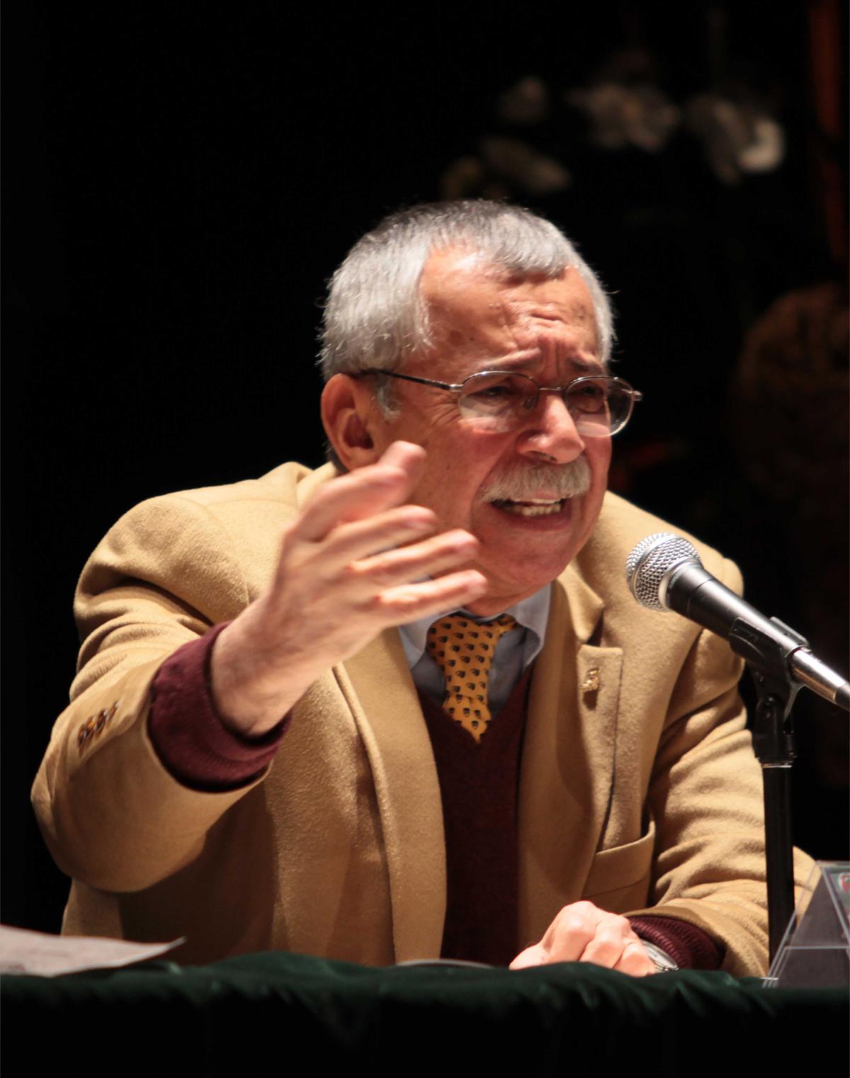 """El maestro Rolando Cordera impartió la conferencia """"Recuperar lo social como estrategia rectora frente a la globalización"""""""