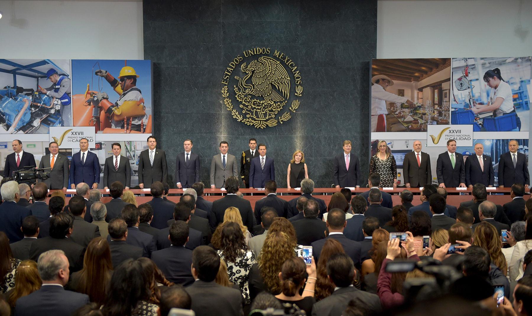 El Premio Nacional de Calidad se entregó en la Residencia Oficial de Los Pinos