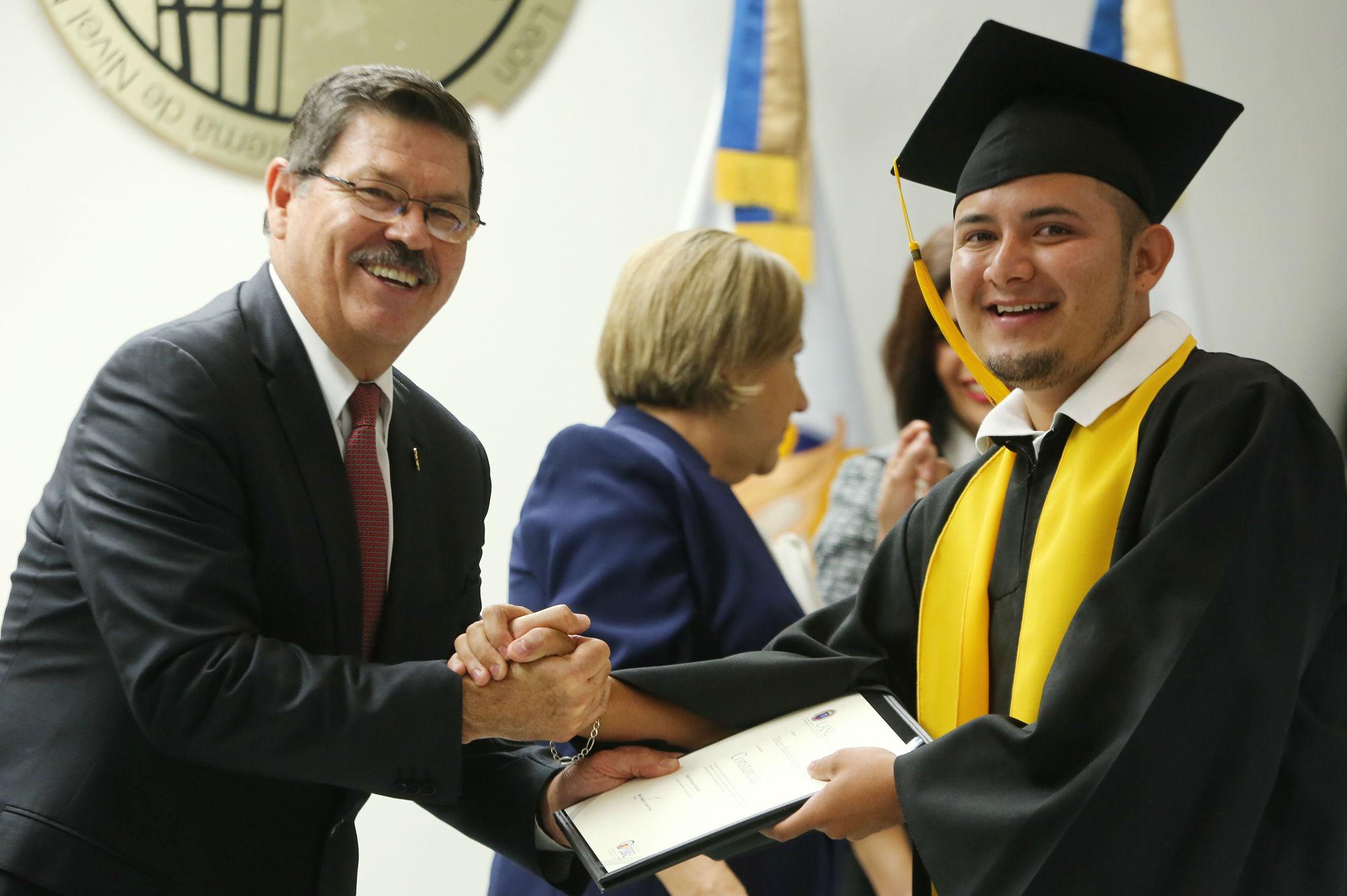 El proyecto Aula STUANL ha graduado a 120 trabajadores de la Máxima Casa de Estudios