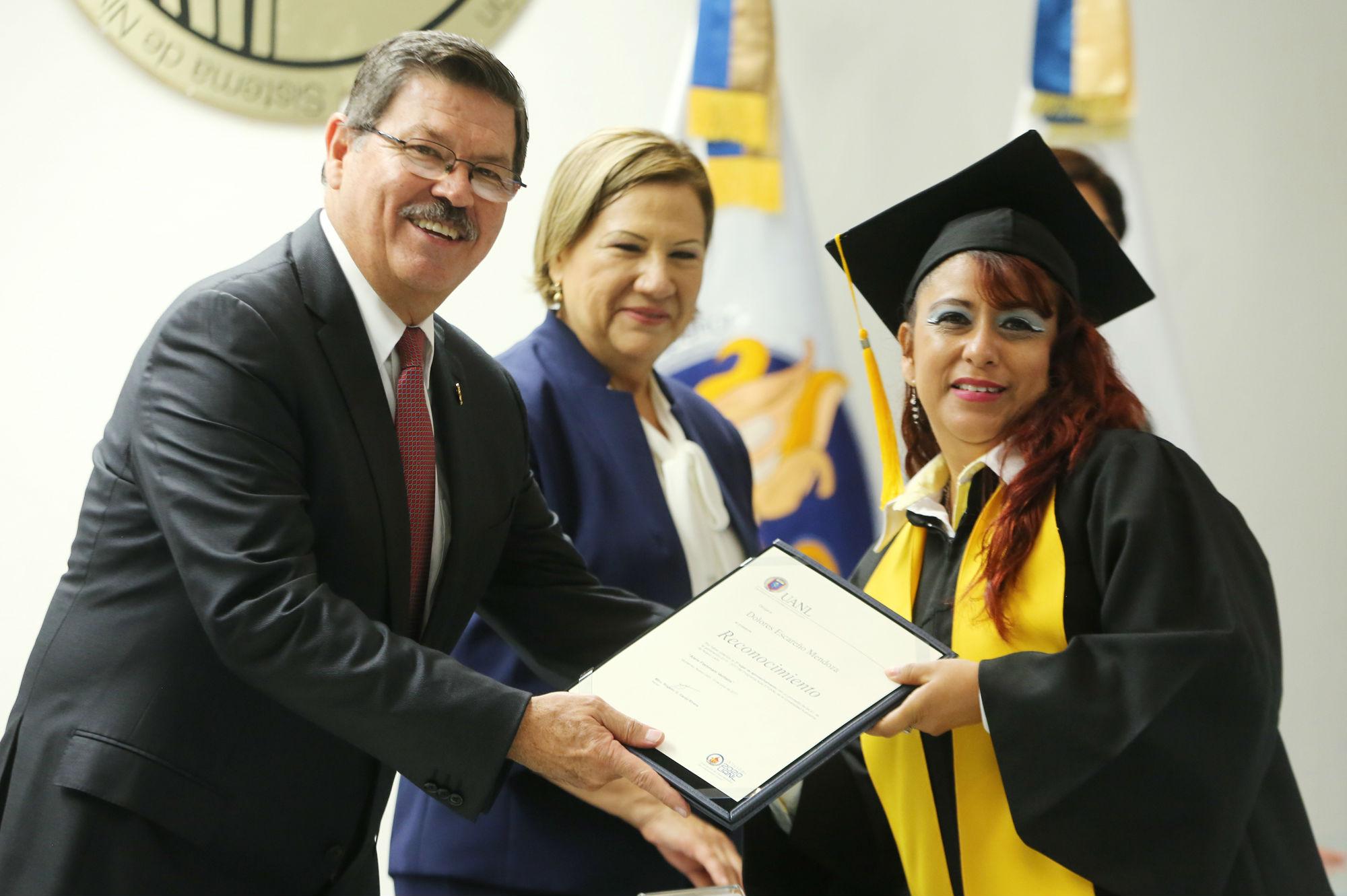 Veinte graduados entrarán al nivel superior