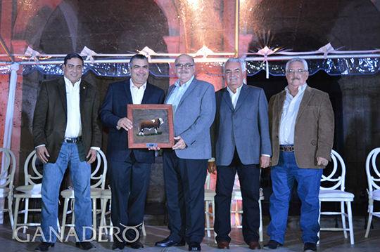 UANL es líder nacional en ganado de calidad
