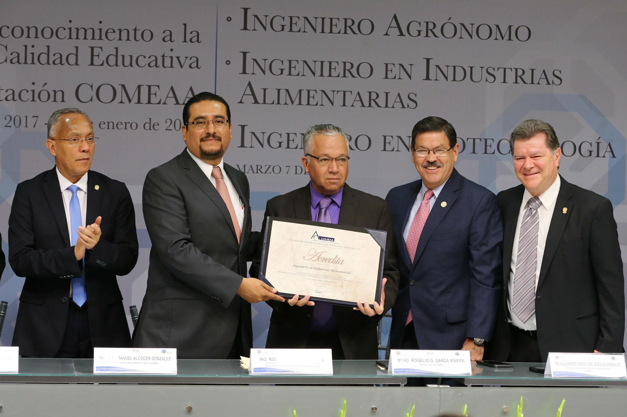 Acreditación a la carrera de Ingeniero en Industrias Alimentarias
