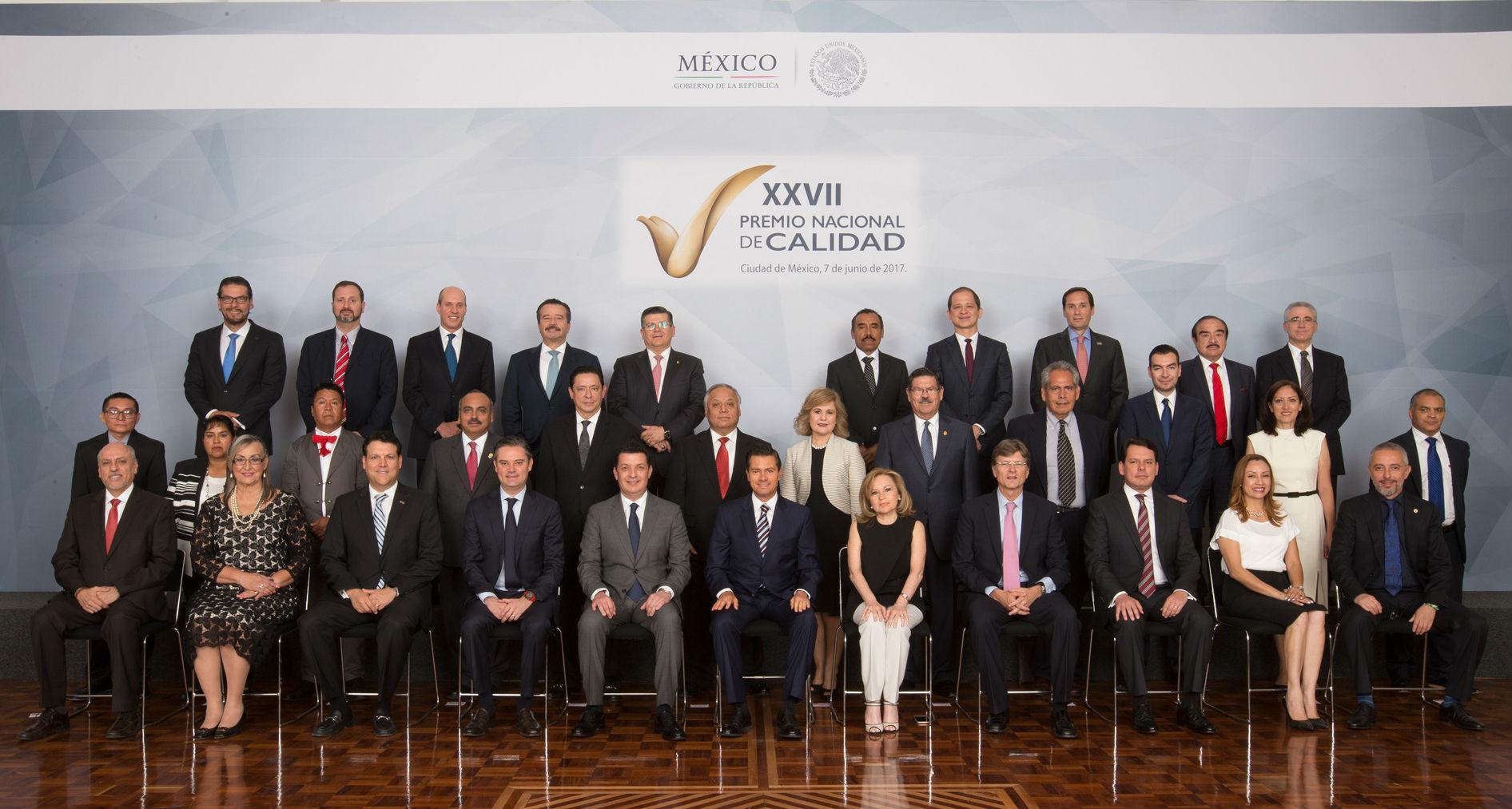 Fotografía oficial de los ganadores de la XXVII Edición del Premio Nacional de Calidad
